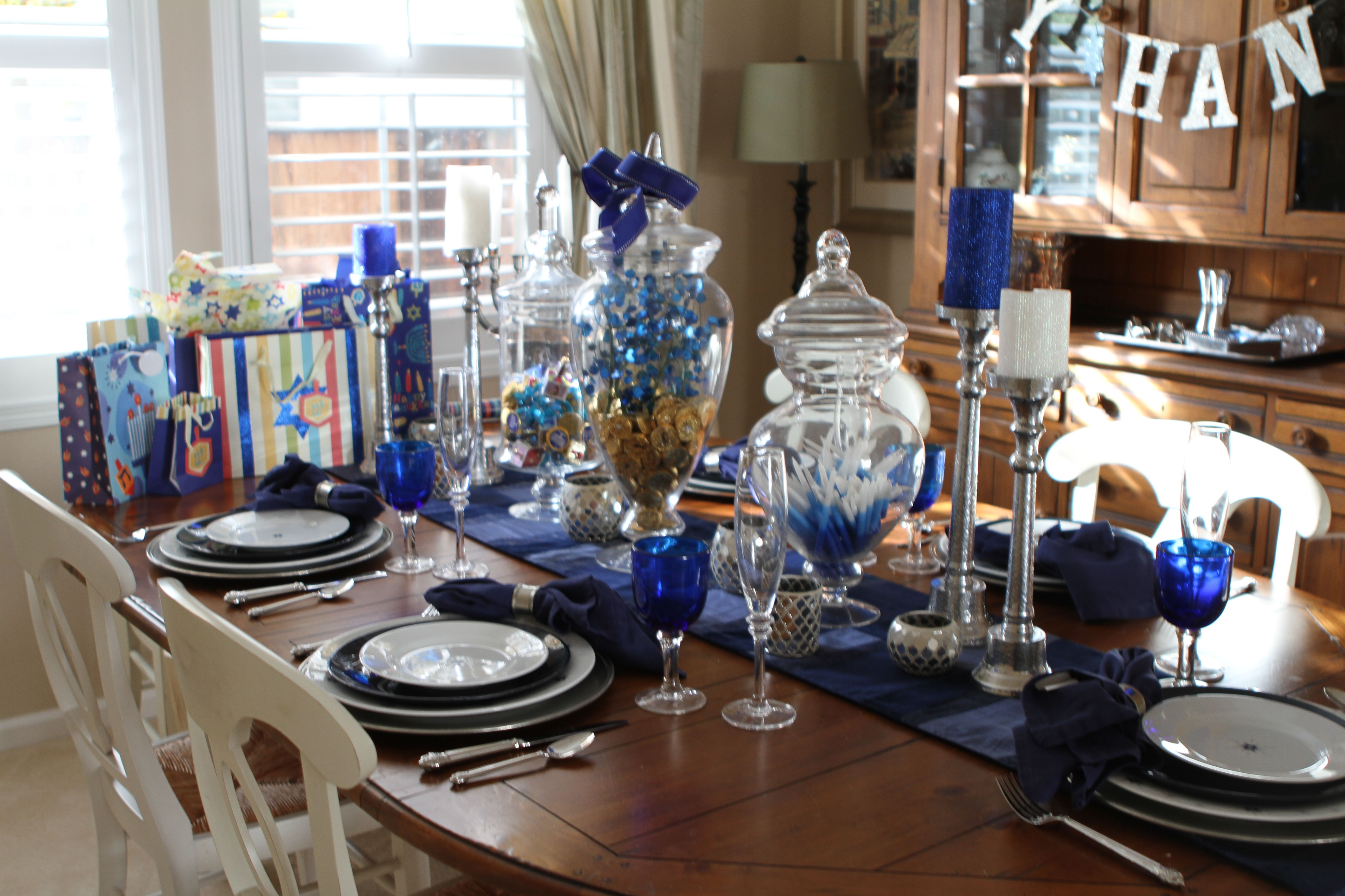 hanukkah decor | Hanukah | Pinterest