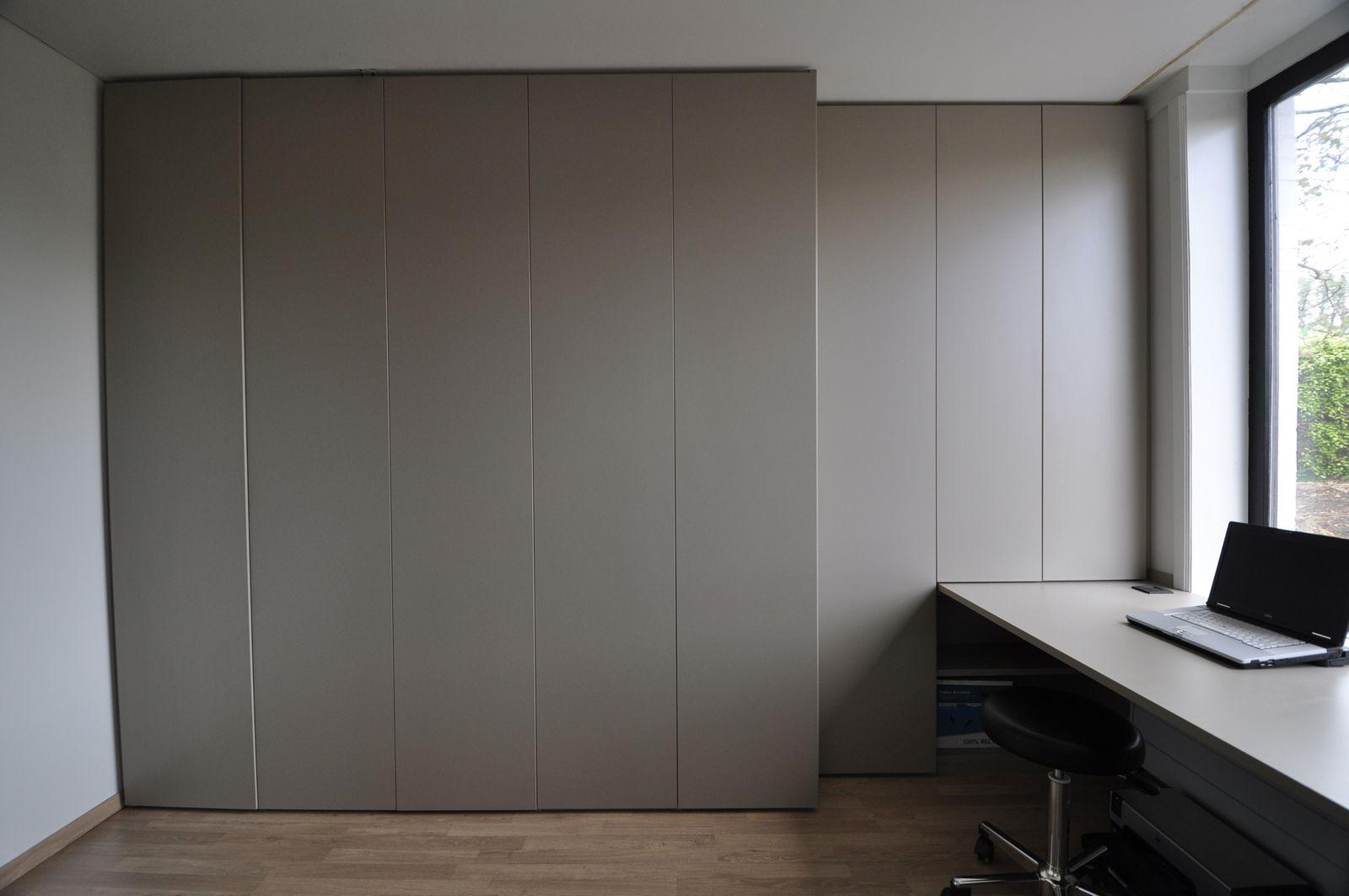 bureau in basaltgrijs maatkast met draaideuren pinterest. Black Bedroom Furniture Sets. Home Design Ideas