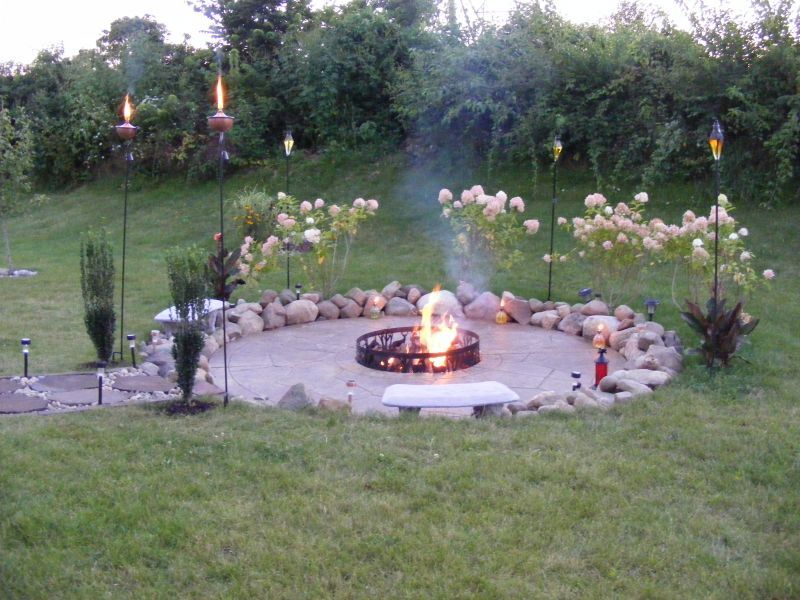Small Back Yard Fire Pit Ideas