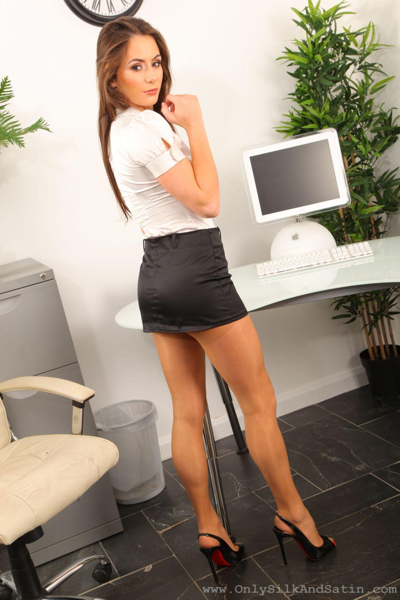 Hot European babe in high-heels Cipriana masturbates gracefully № 672528  скачать