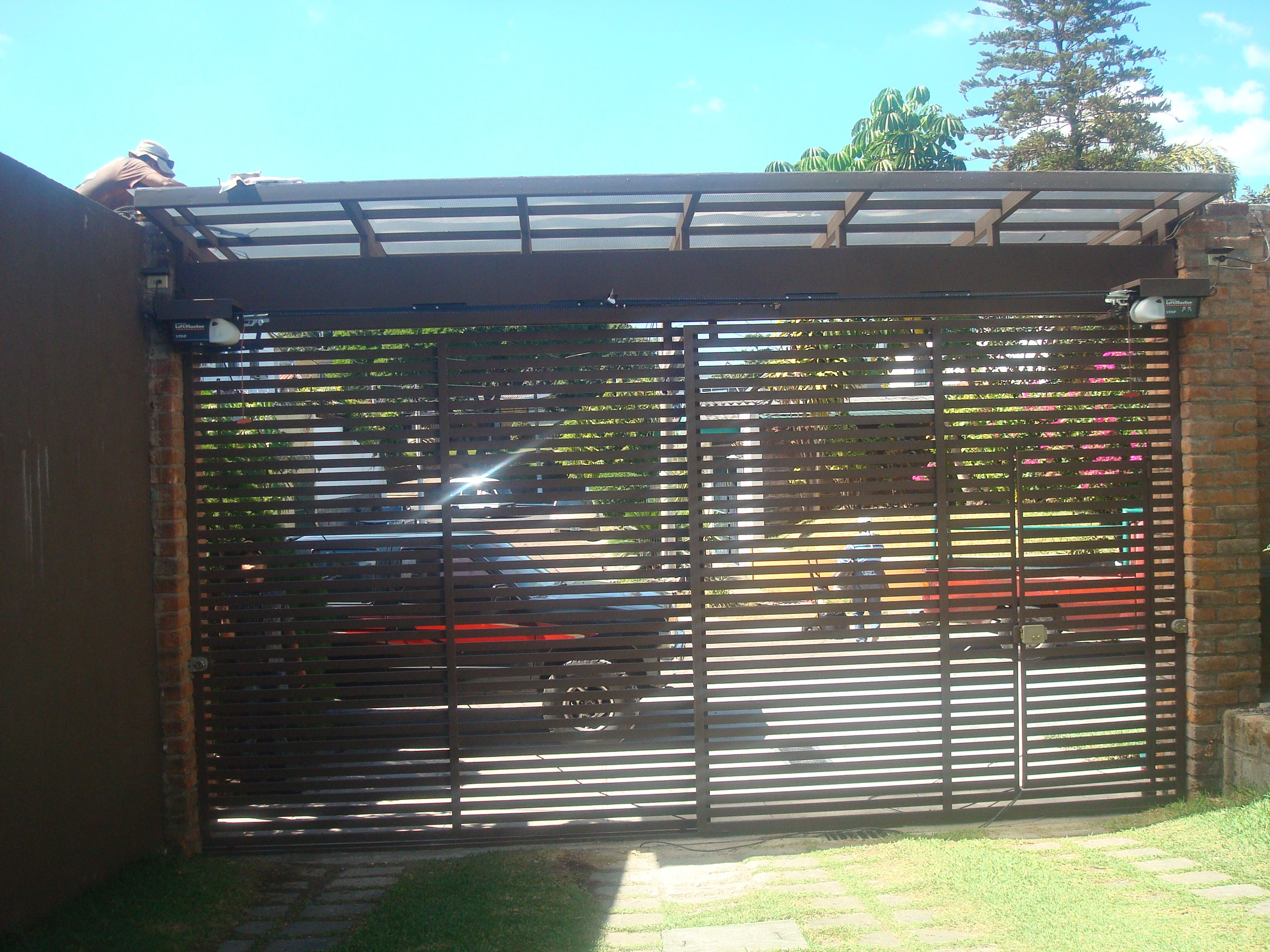 Porton de rejas horizontales hierro forjado pinterest for Portones de madera y hierro