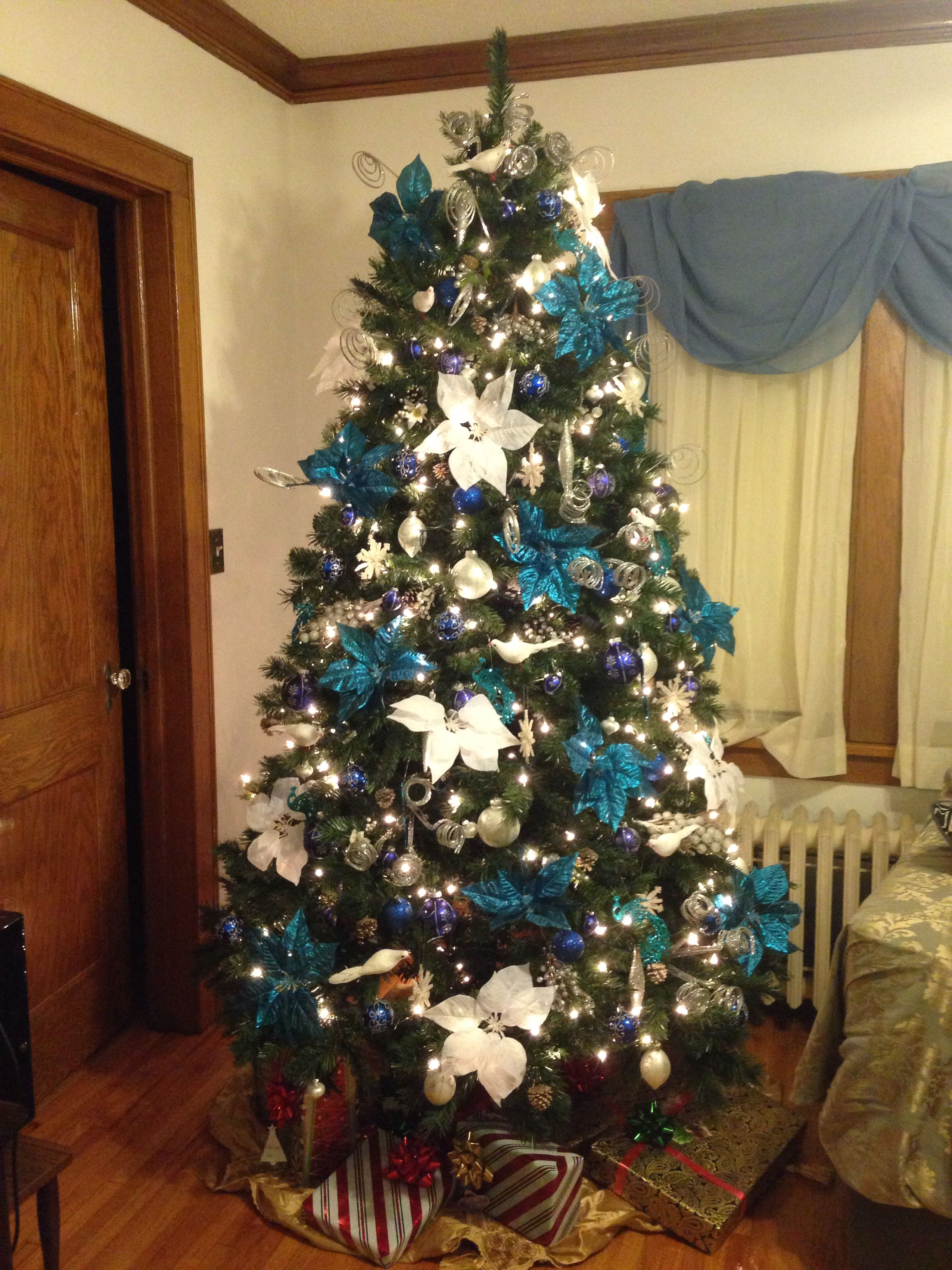 Blue theme christmas tree beautiful xmas trees pinterest - Blue themed christmas tree ...
