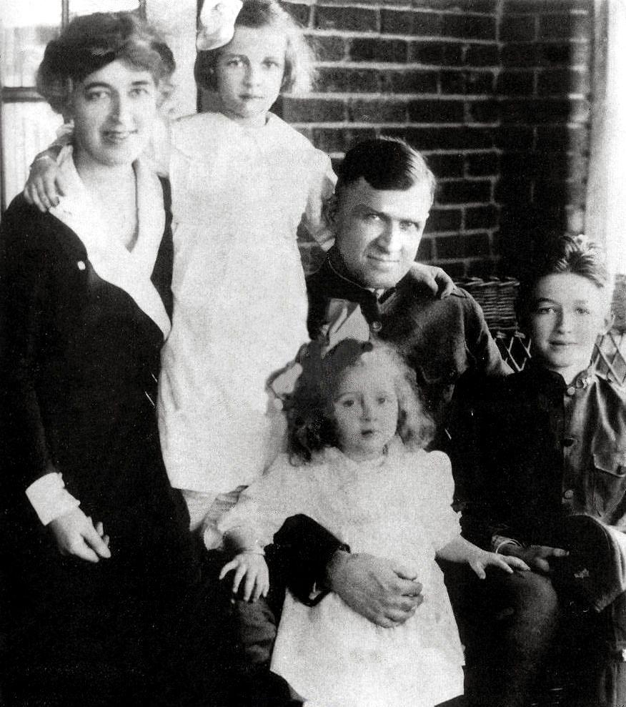 Jimmy Stewart with family, circa 1920   James Stewart ...