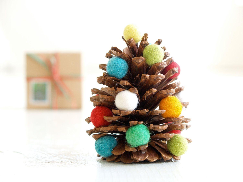 Поделка из шишек на новый год елка