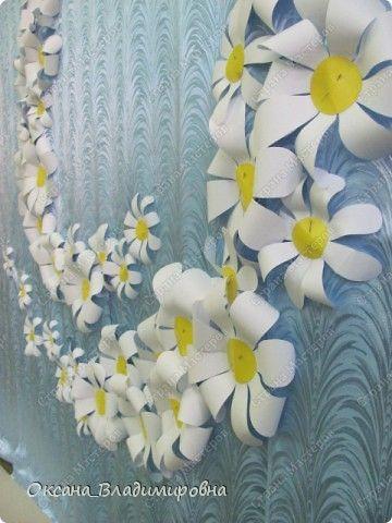 Цветы из бумаги для оформления сцены