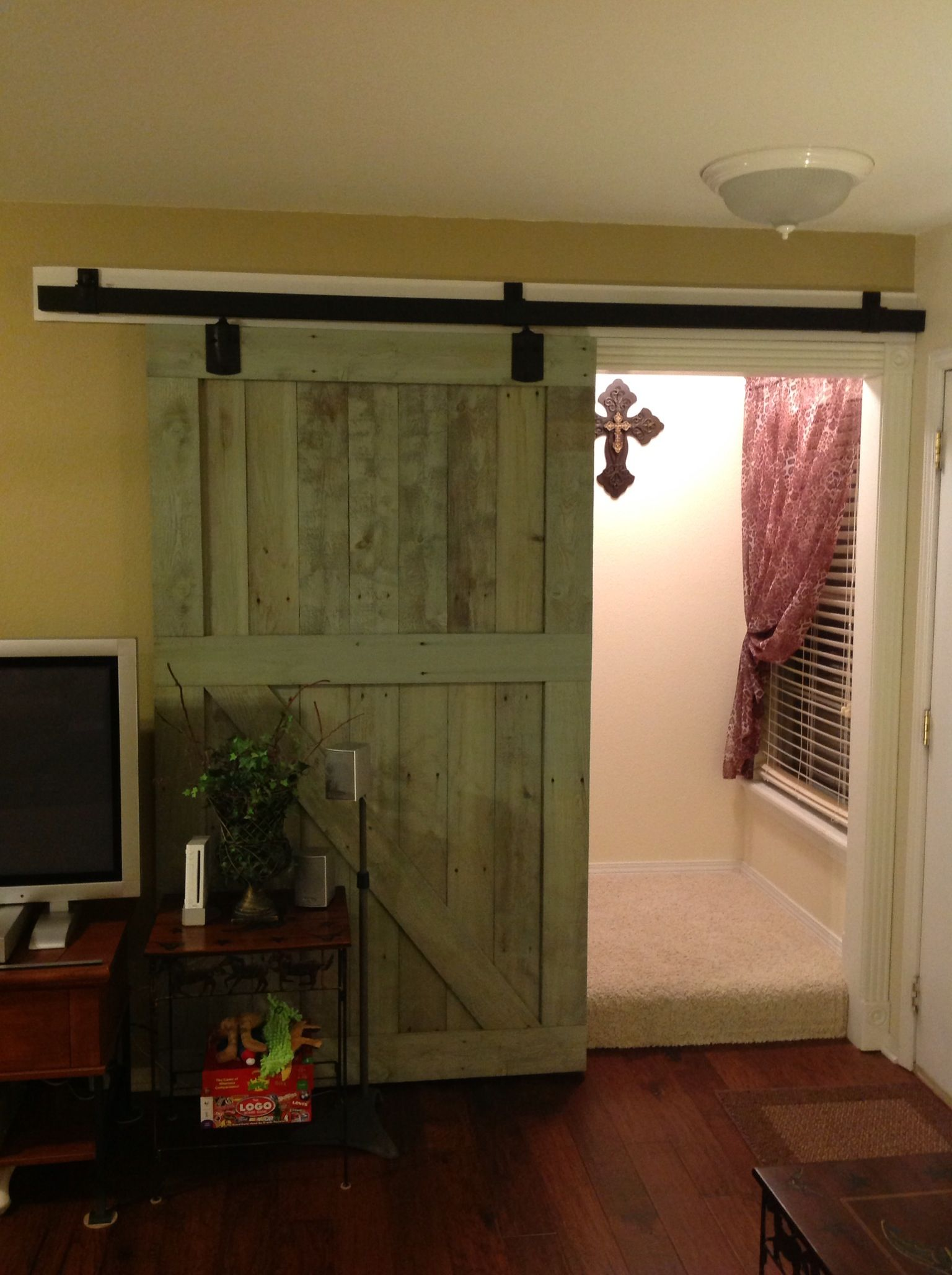 Interior sliding barn door barn doors pinterest for Barn door interior doors