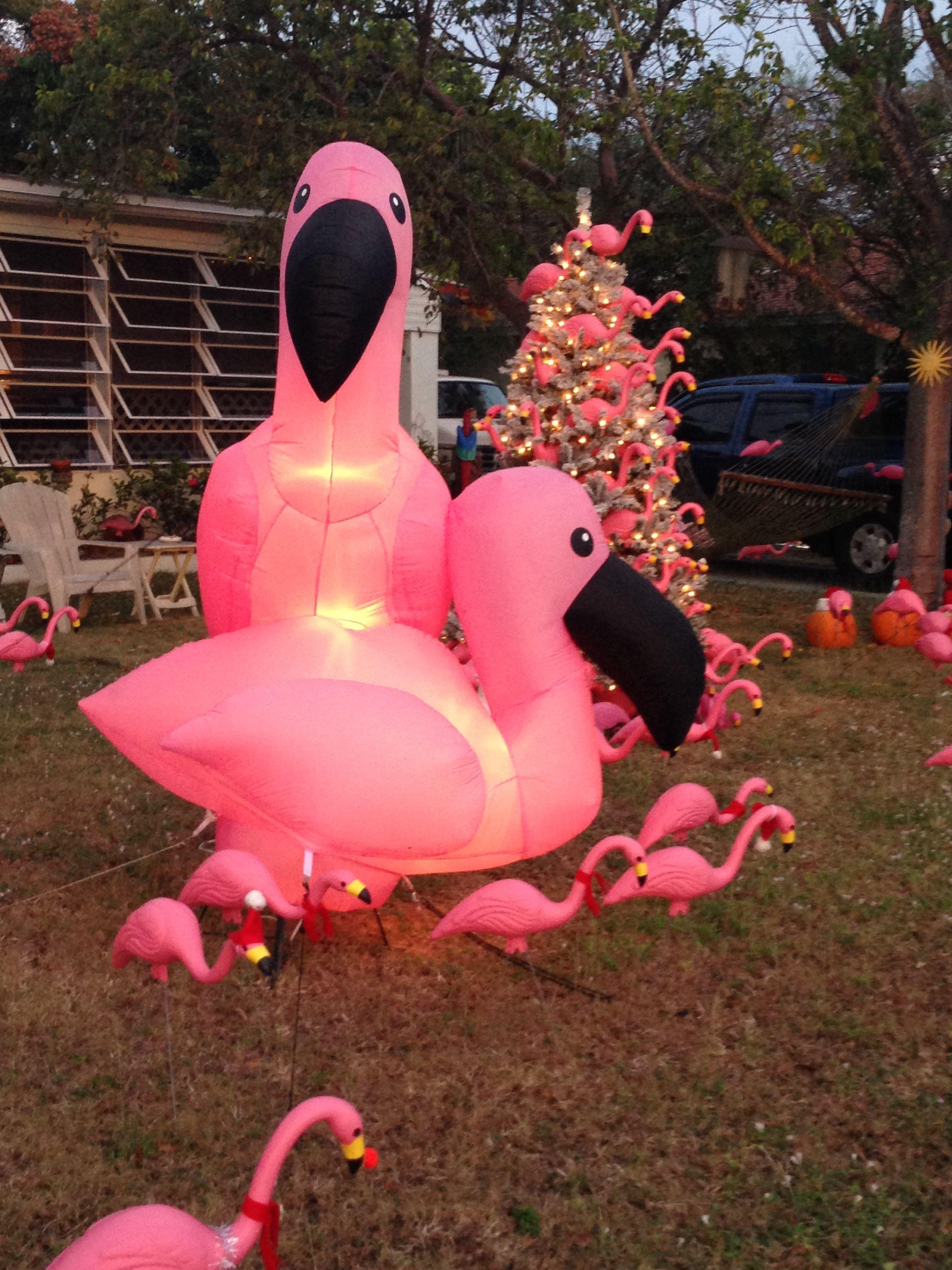 Flamingo christmas lawn decor flamingos love them for Flamingo dekoration