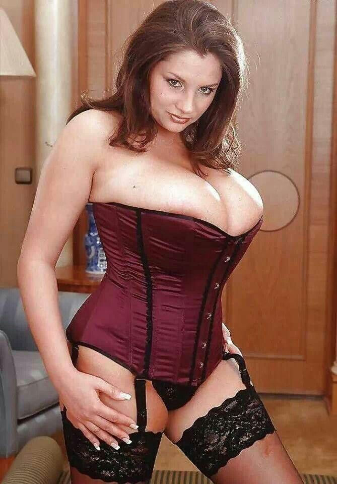Nadine Jansen | cleavage | Pinterest
