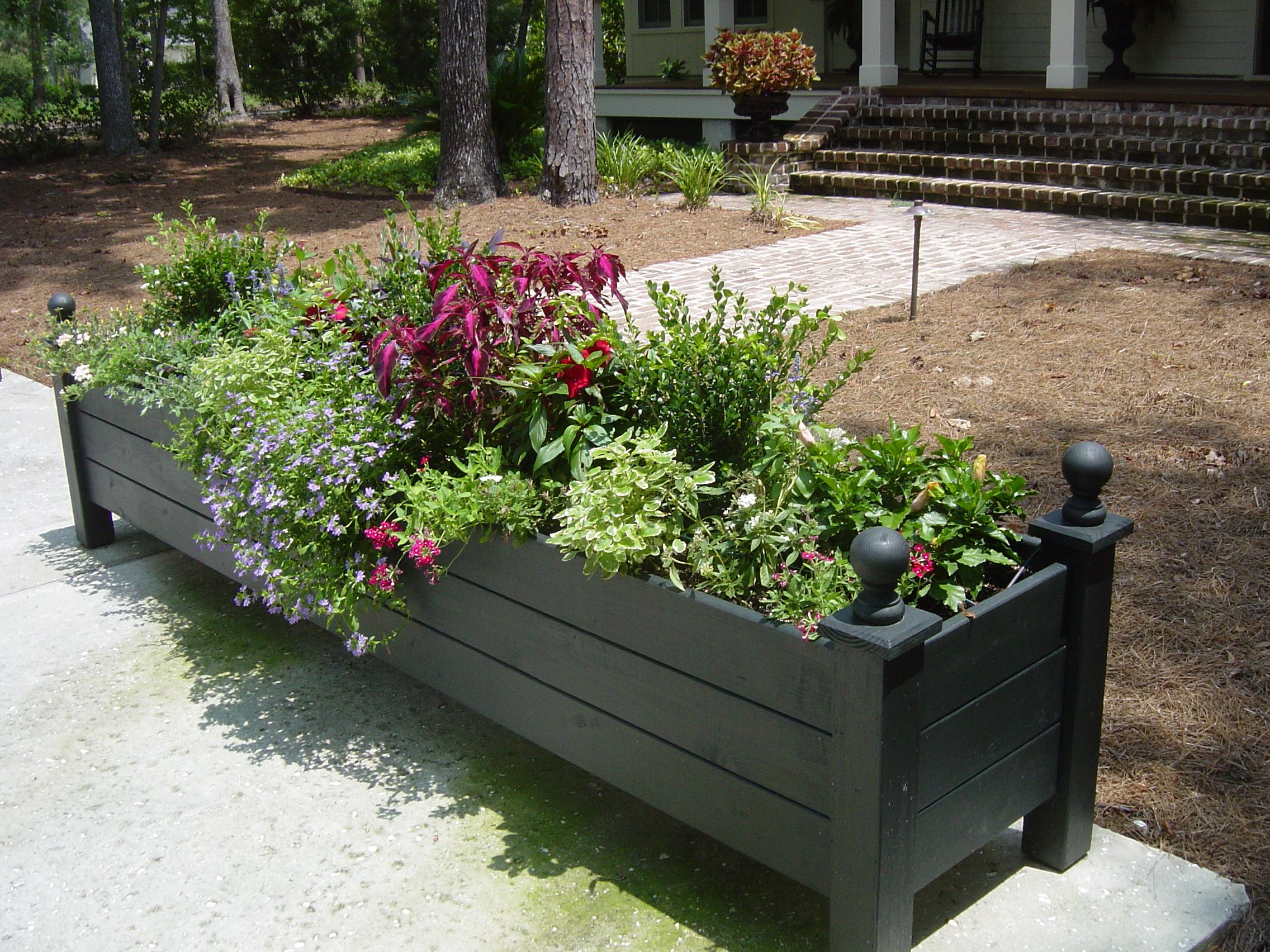 Very large planter box deck decor ideas pinterest for Flower garden box ideas