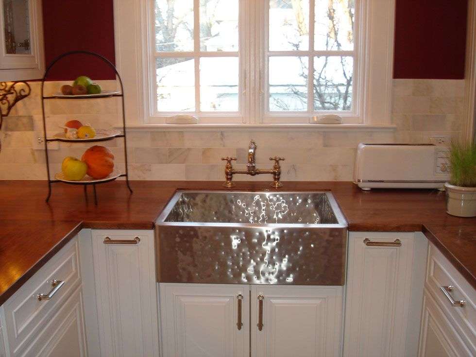 Love apron-style sinks! Home Sweet Home Pinterest