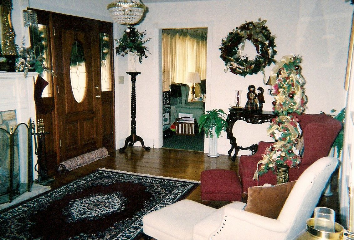 Front room again christmas decor pinterest for Front room decorating designs