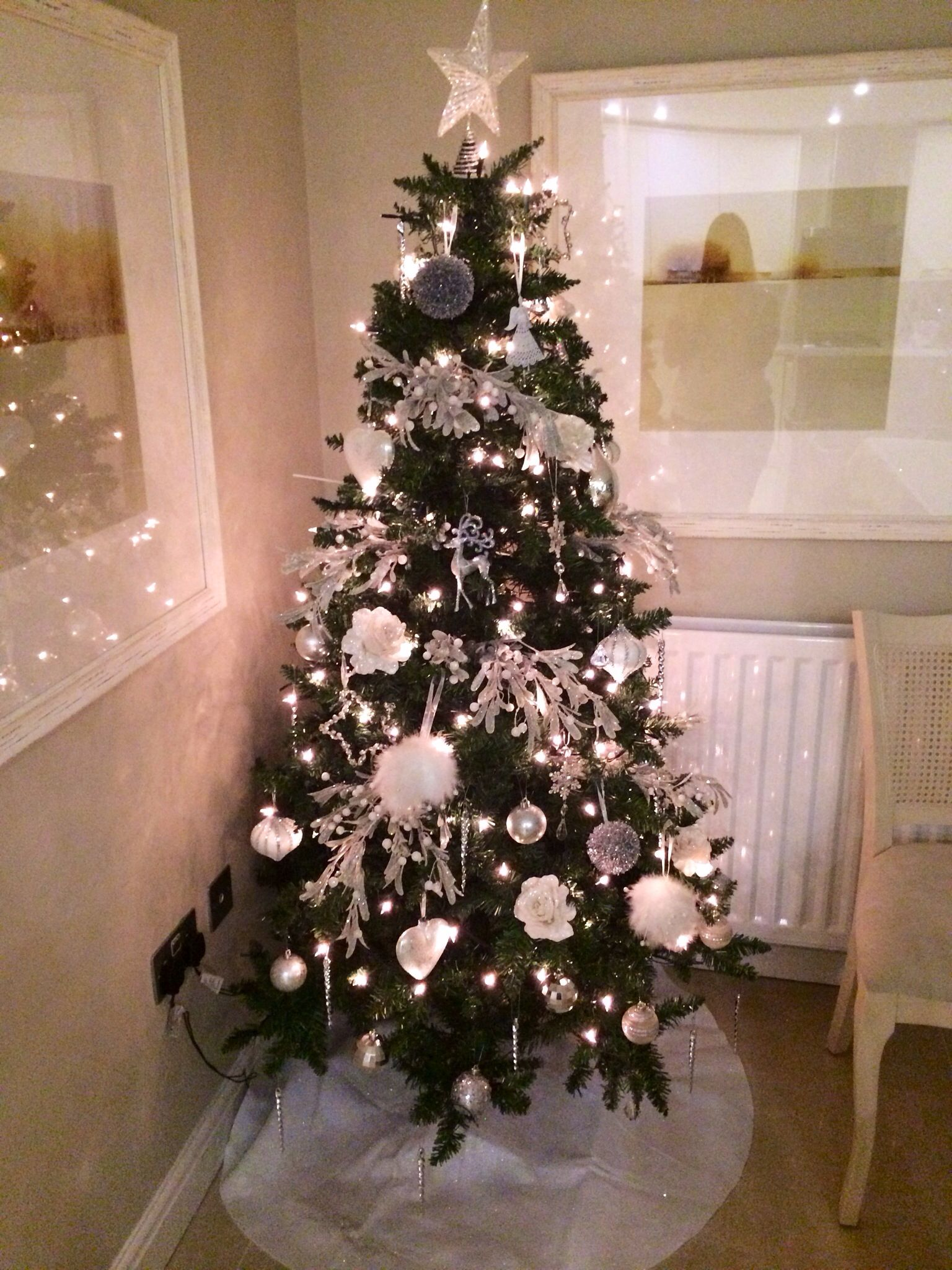 White silver themed christmas tree beautiful xmas trees for Silver and gold christmas tree theme
