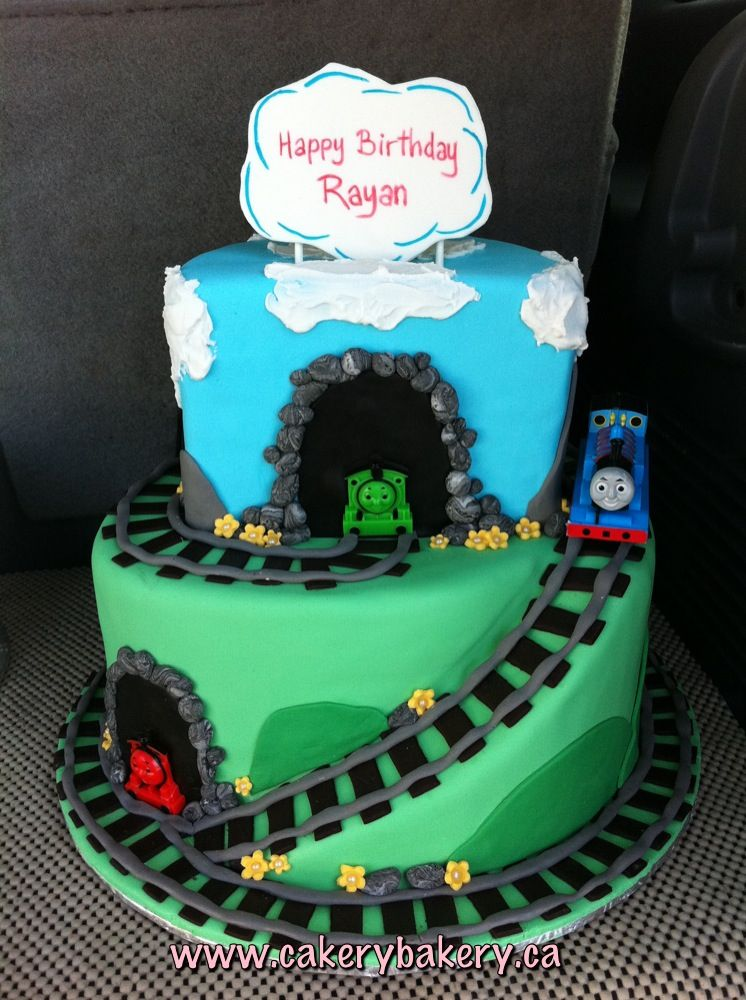 Pictures Of Thomas The Train Cake : Thomas the train cake Birthday Ideas Pinterest