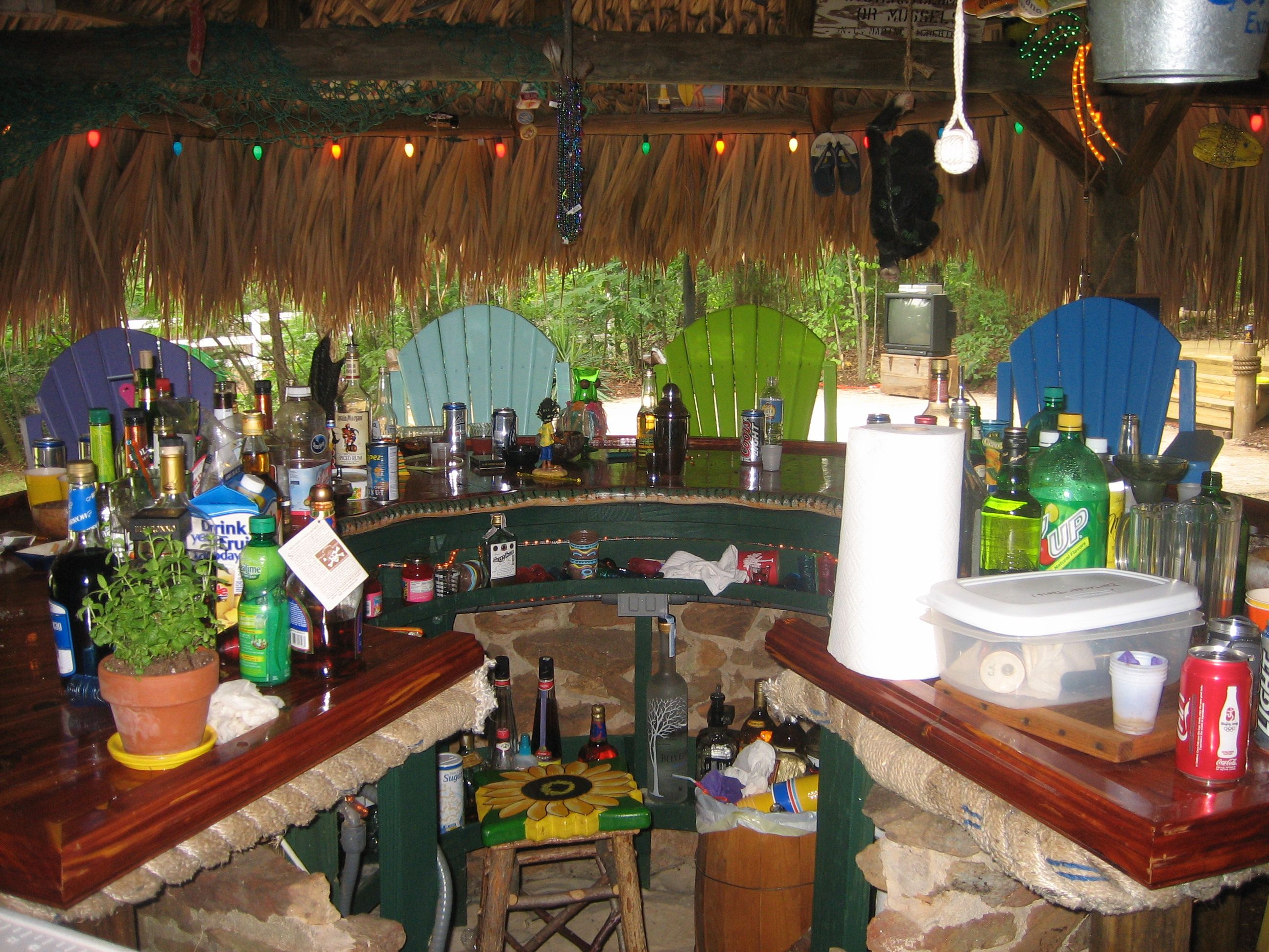 Tiki Bars & Tiki Decorations