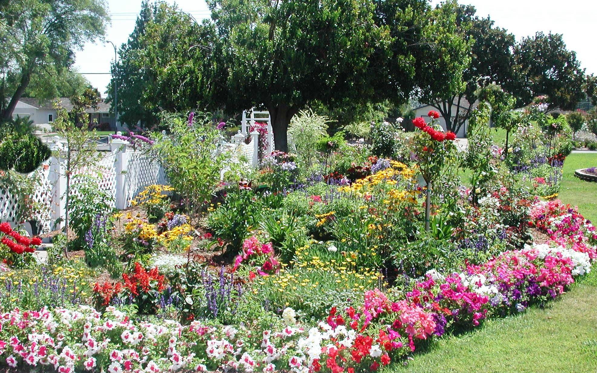 Beautiful gardens beautiful gardens flowers ideas for Beautiful flower garden designs