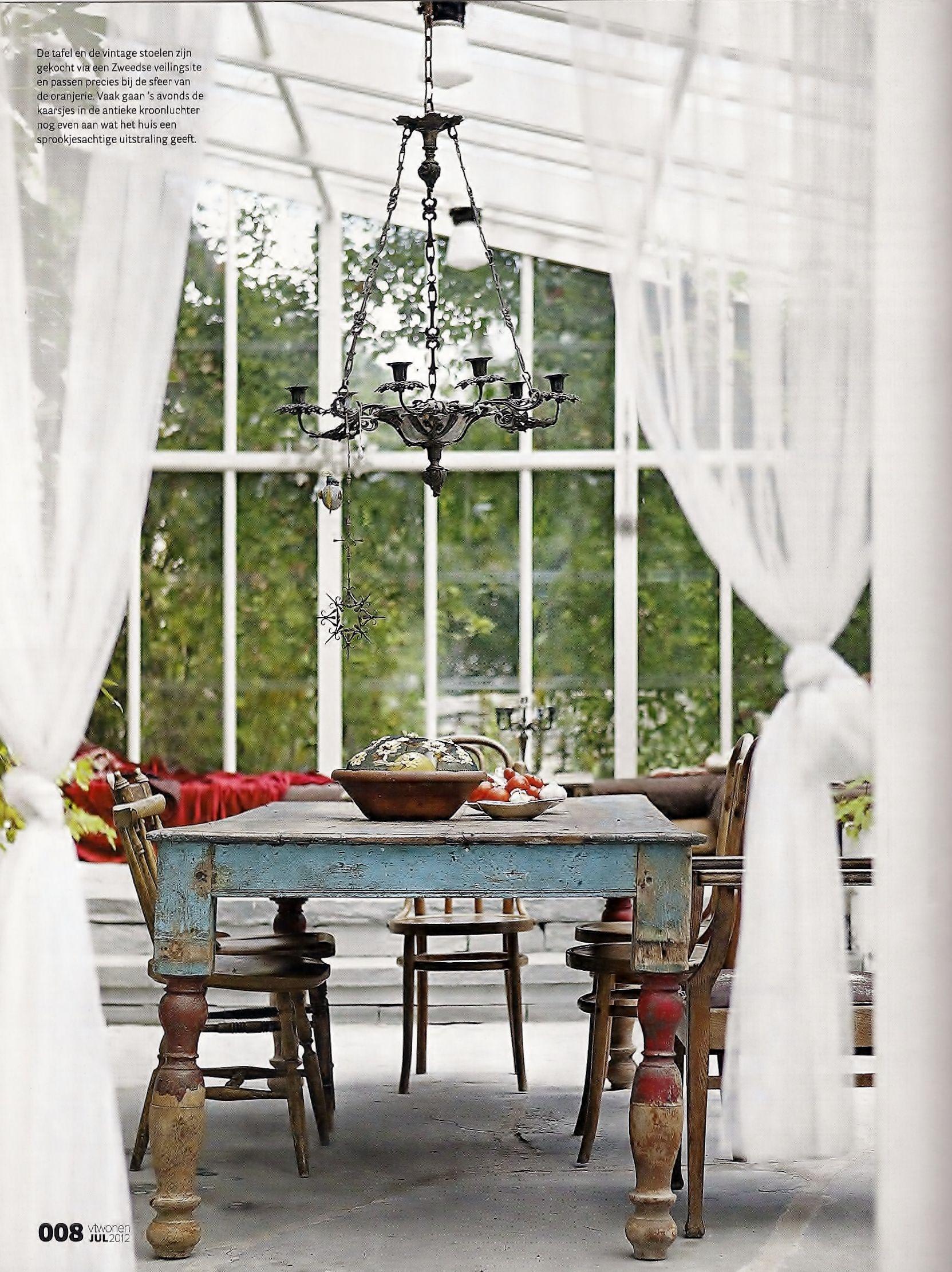 Decoracion Vintage De Interiores ~ Exposed brick, weathered table? vintage chippy powder blue metal