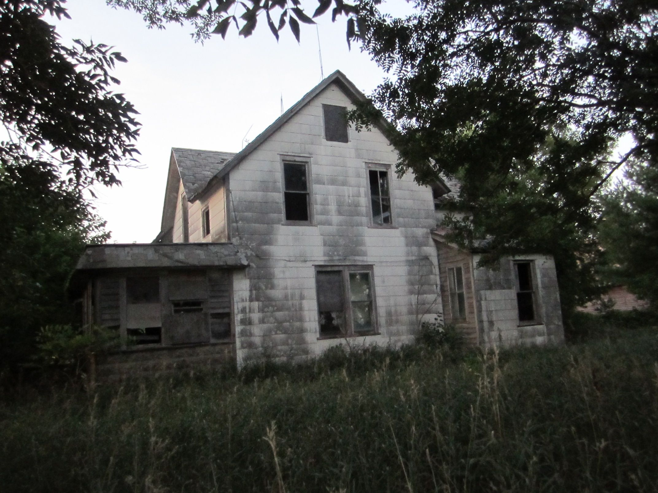 Abandoned house | Left to the Ghosts | Pinterest