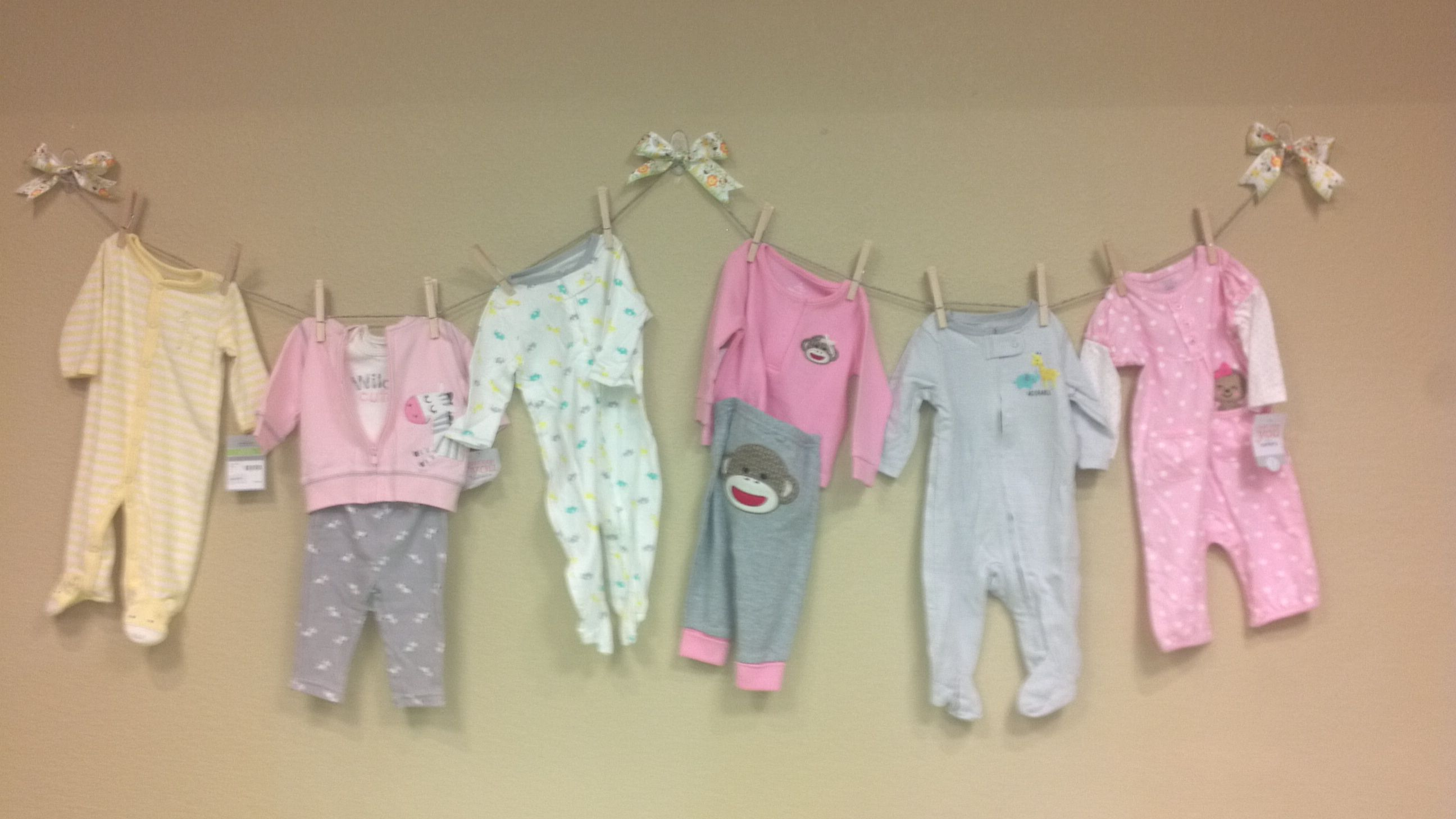 Baby shower clothesline wall decoration safari baby for Baby shower clothesline decoration