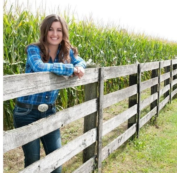 Senior Picture Ideas In The Country: Country Girl Senior Picture!
