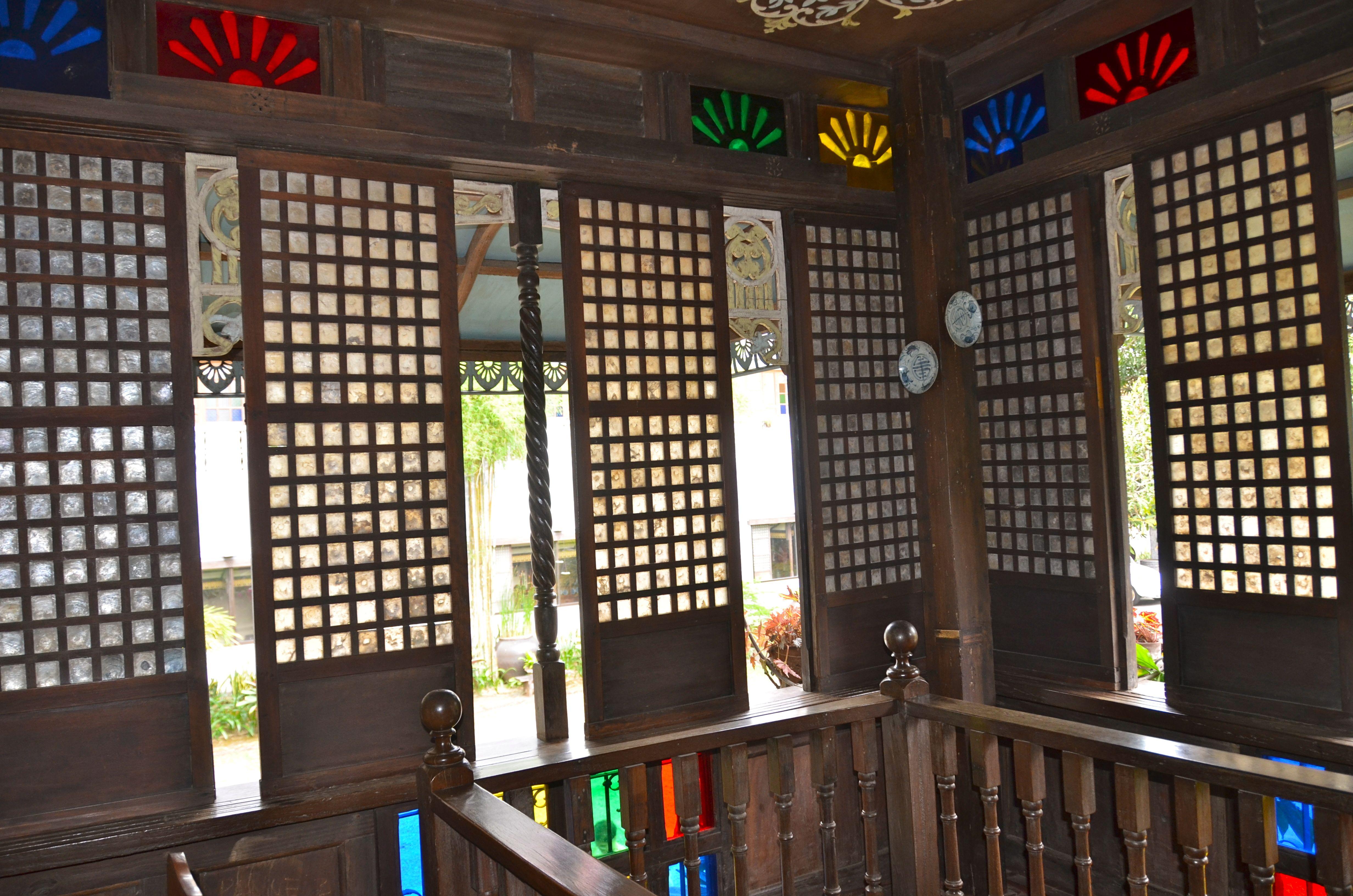 Capiz windows sulyap cafe philippine interiors and for Capiz window