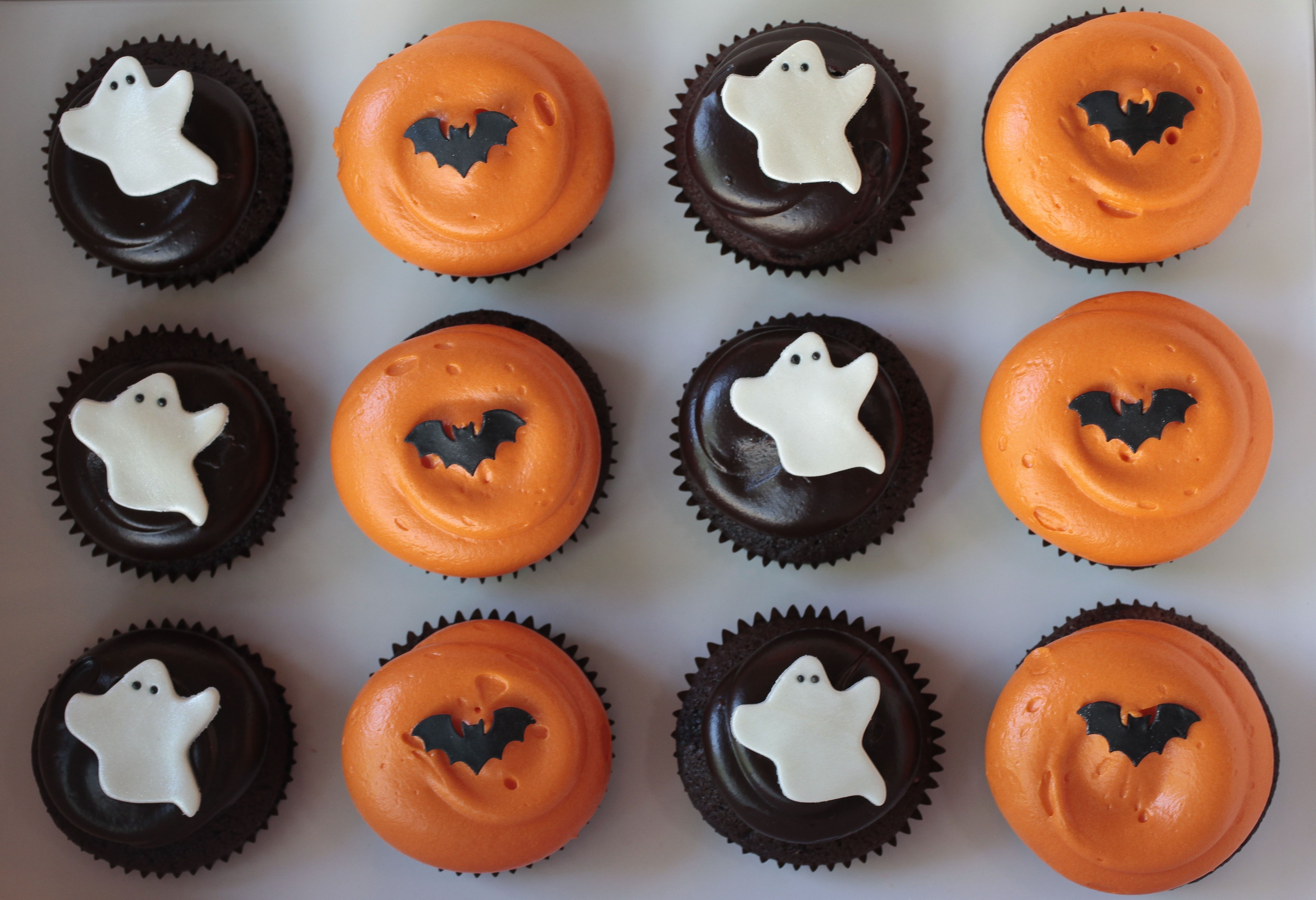 Halloween cupcakes by georgetown cupcake fancy schmancy Halloween cupcakes