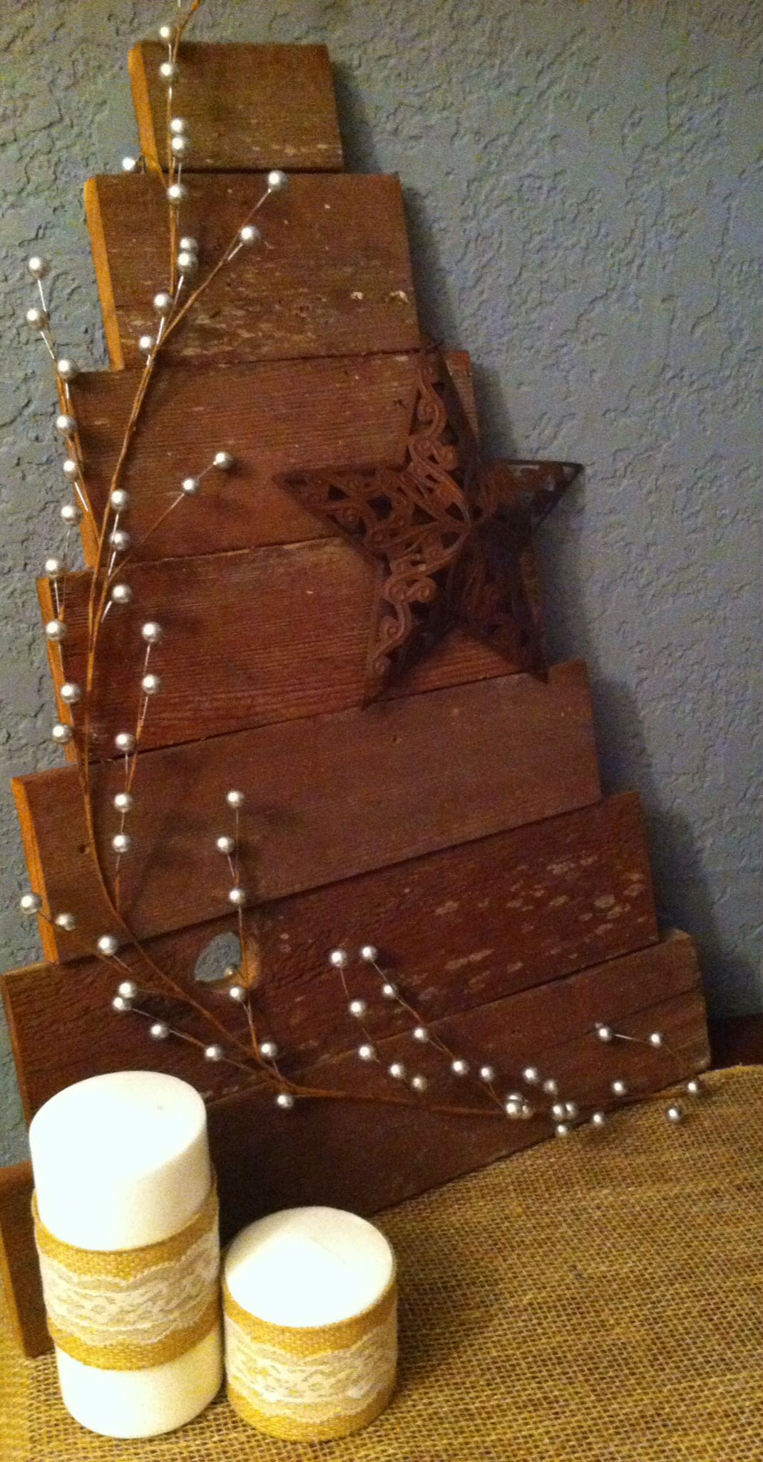 Handmade old barn wood christmas tree craft ideas for Old barn wood craft projects