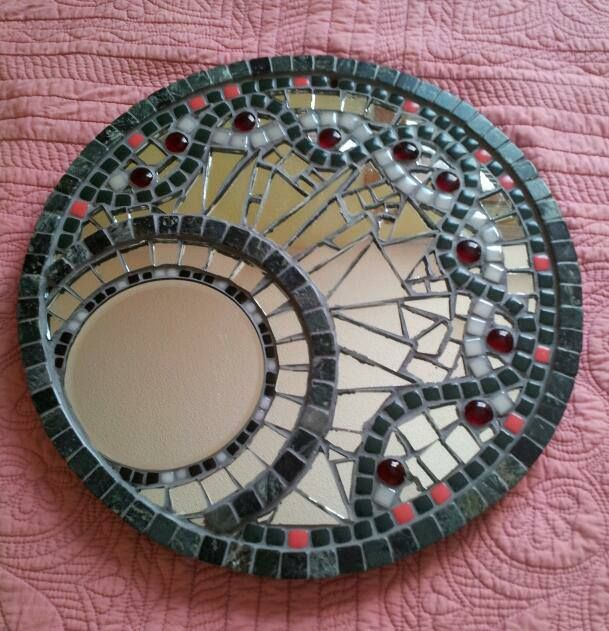 Shattered mirror mosaic july 21 2013 ayna pinterest for Mosaic mirror