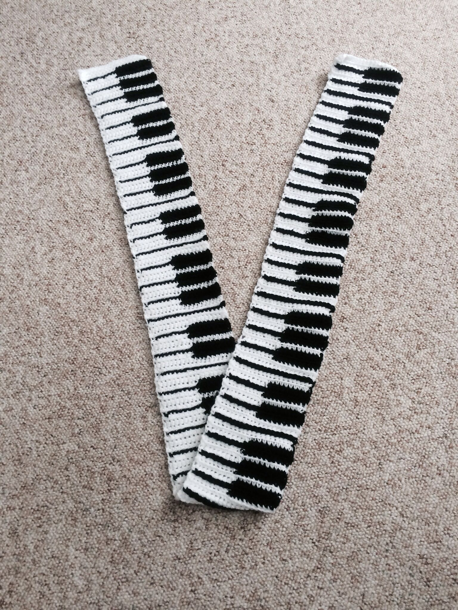 Knitting Pattern Piano Keyboard : Piano key scarf I love a PIANO ... Pinterest