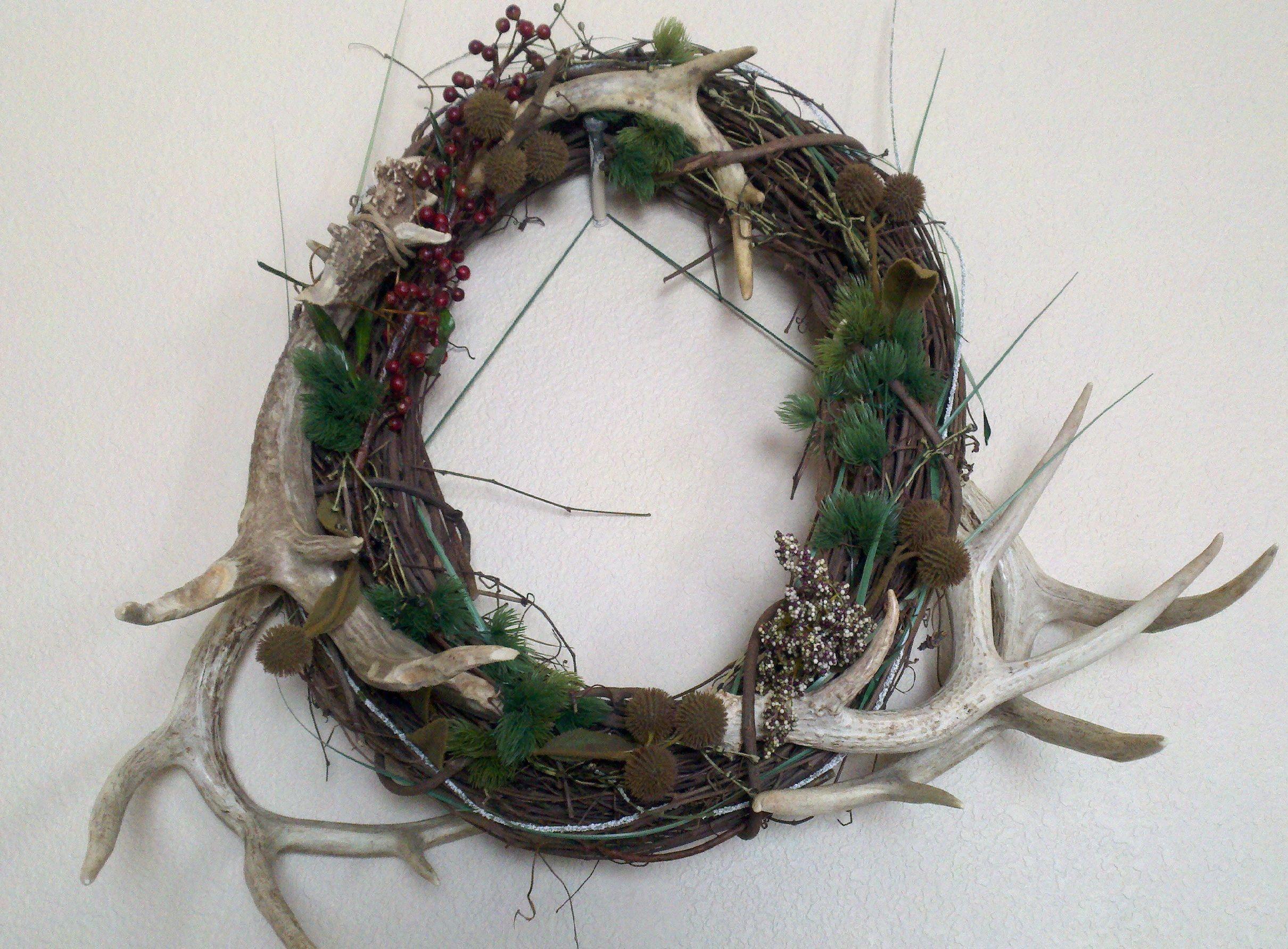 Antler wreath christmas pinterest for Antler christmas wreath