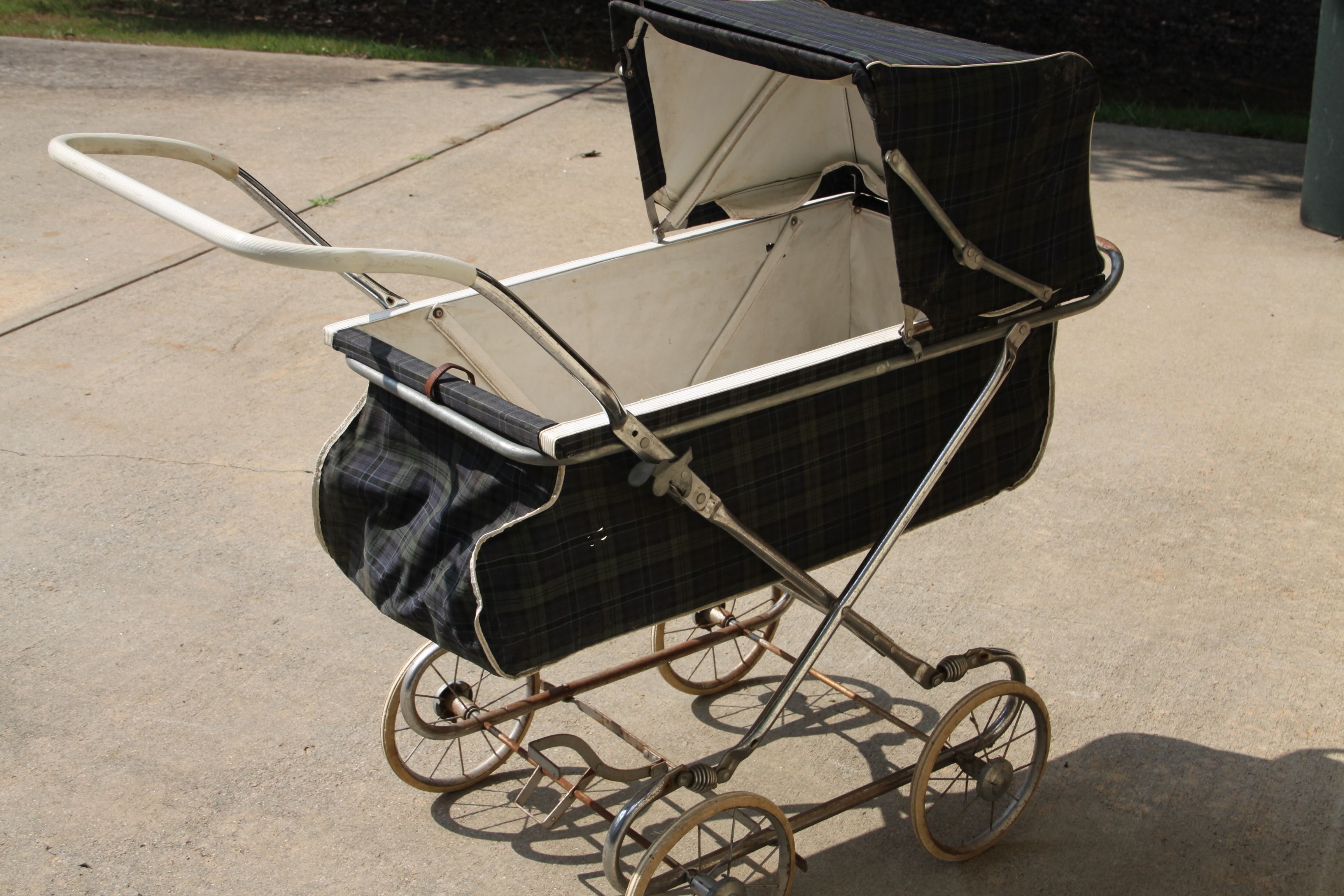Old Fashioned Baby Buggy Strollers