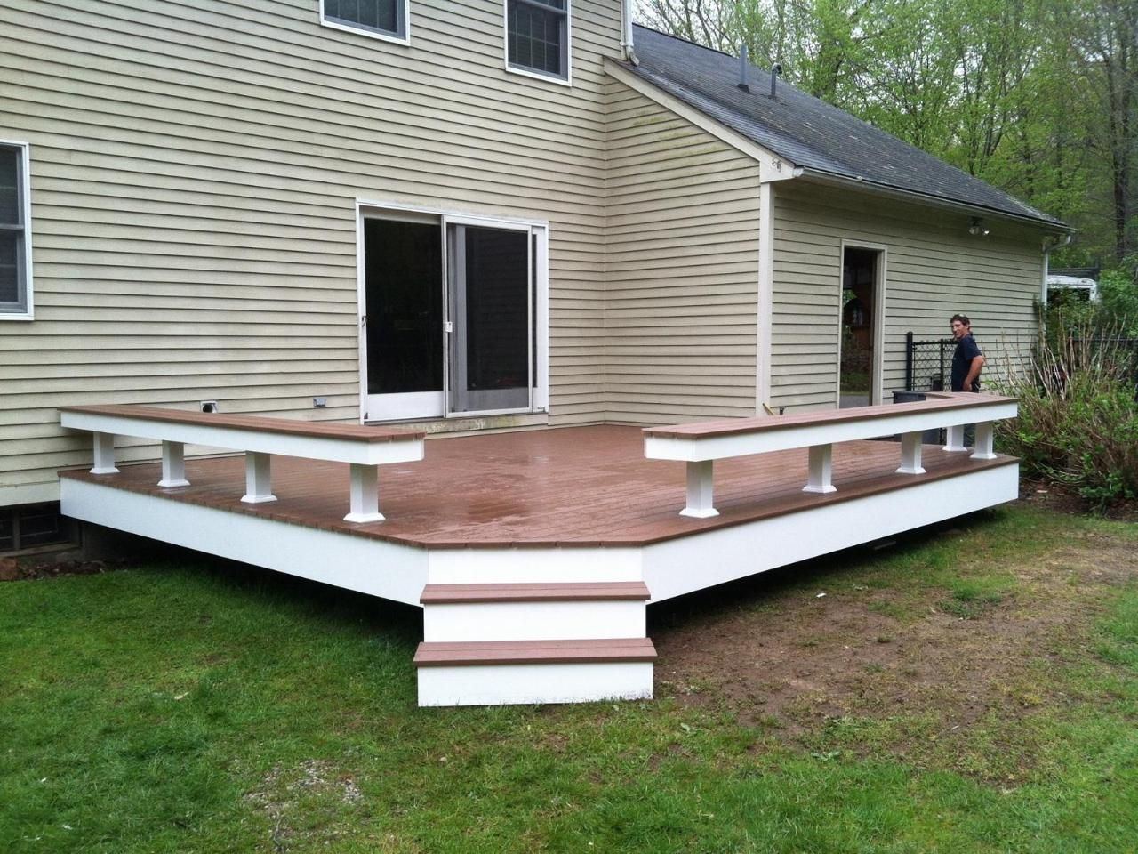 Deck with built in seating deck ideas pinterest for Balcony decking