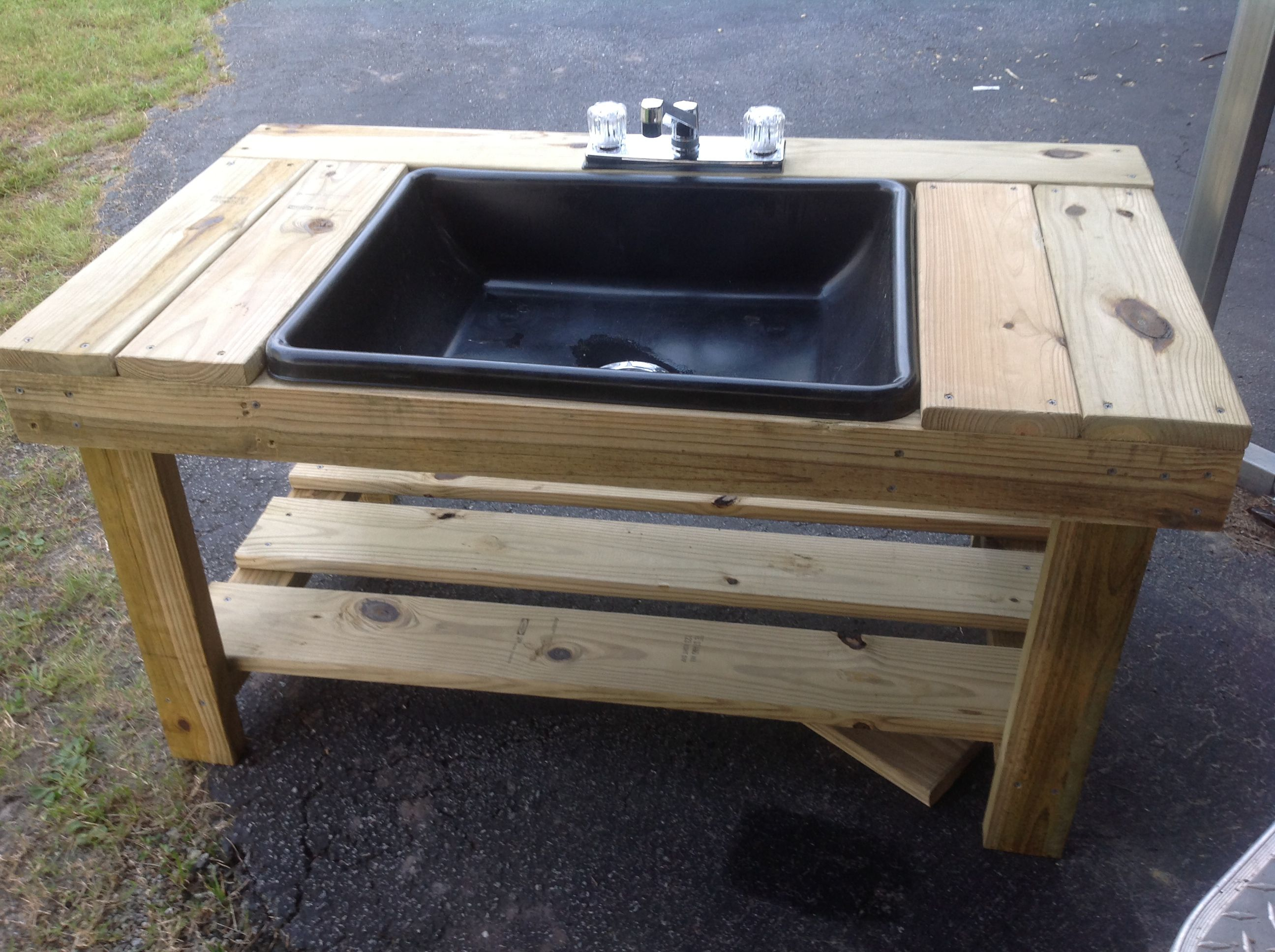 Kinsleys outdoor sink outdoor sinks showers and tubs for Outdoor kitchen sink ideas