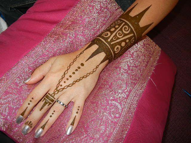 Mehndi Tattoo Cuff : Henna arm cuff tattoo makedes