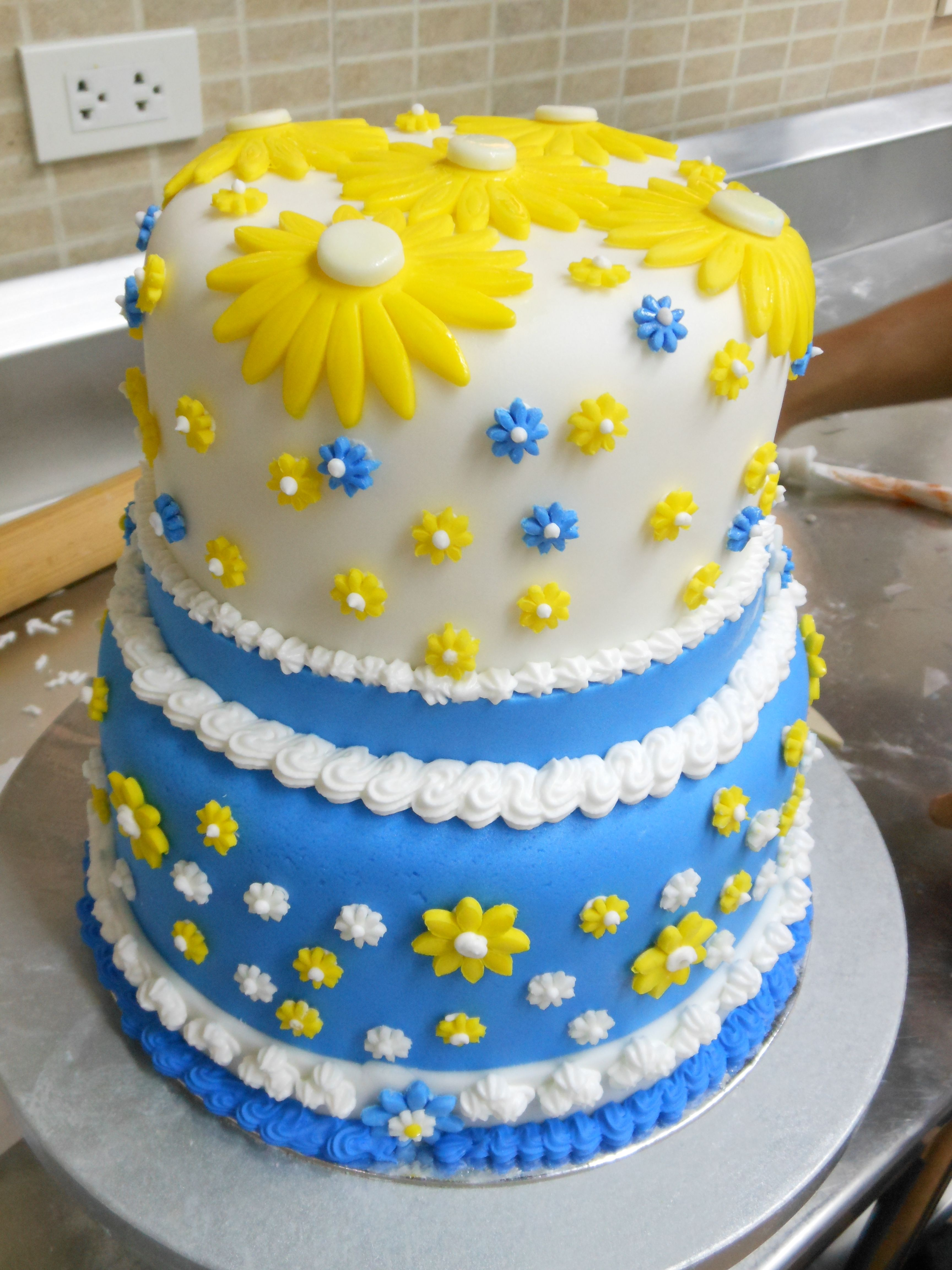 fondant cutouts cakes