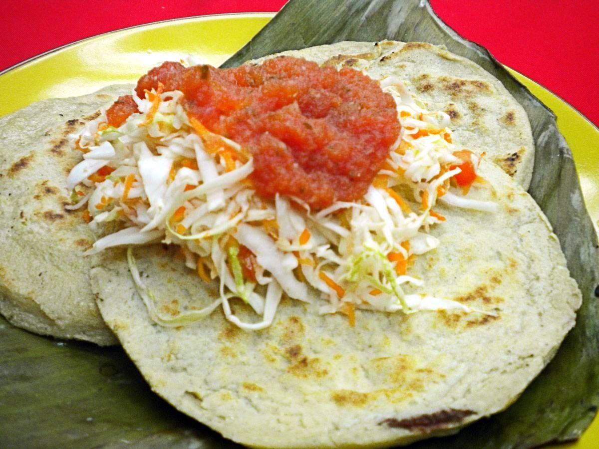 Pupusas con Curtido y Salsa de Tomate | Food, Desserts & Drinks | Pin ...