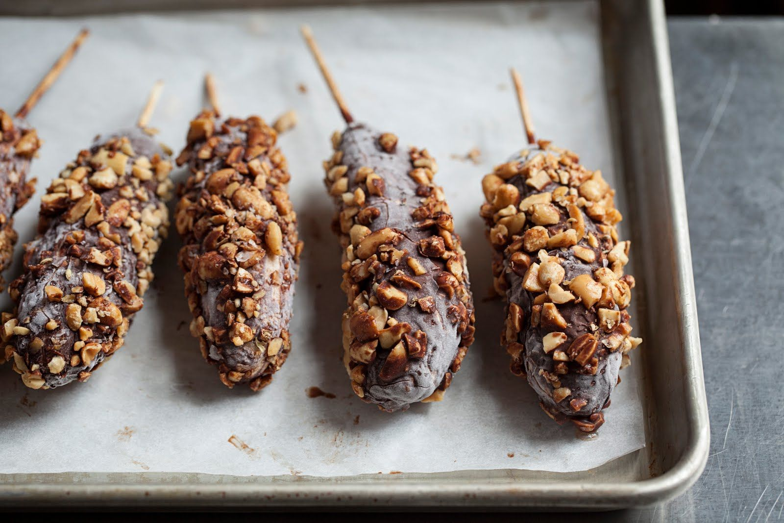 Frozen chocolate dipped bananas | a sweet tooth | Pinterest