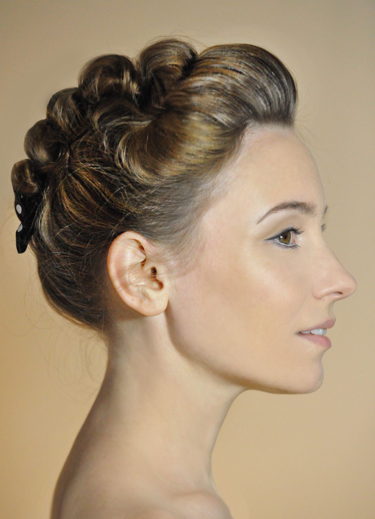 Curl forming updo | Beautiful Hairdos | Pinterest
