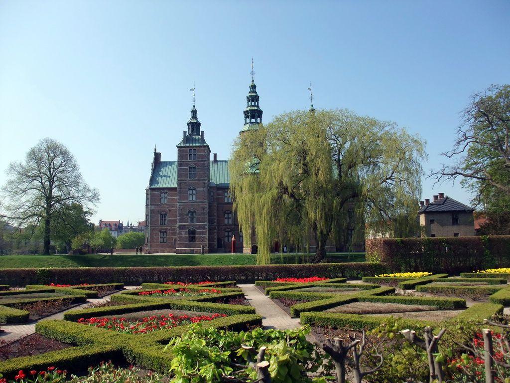Rosenborg Castle Gardens, Denmark. - 345.6KB
