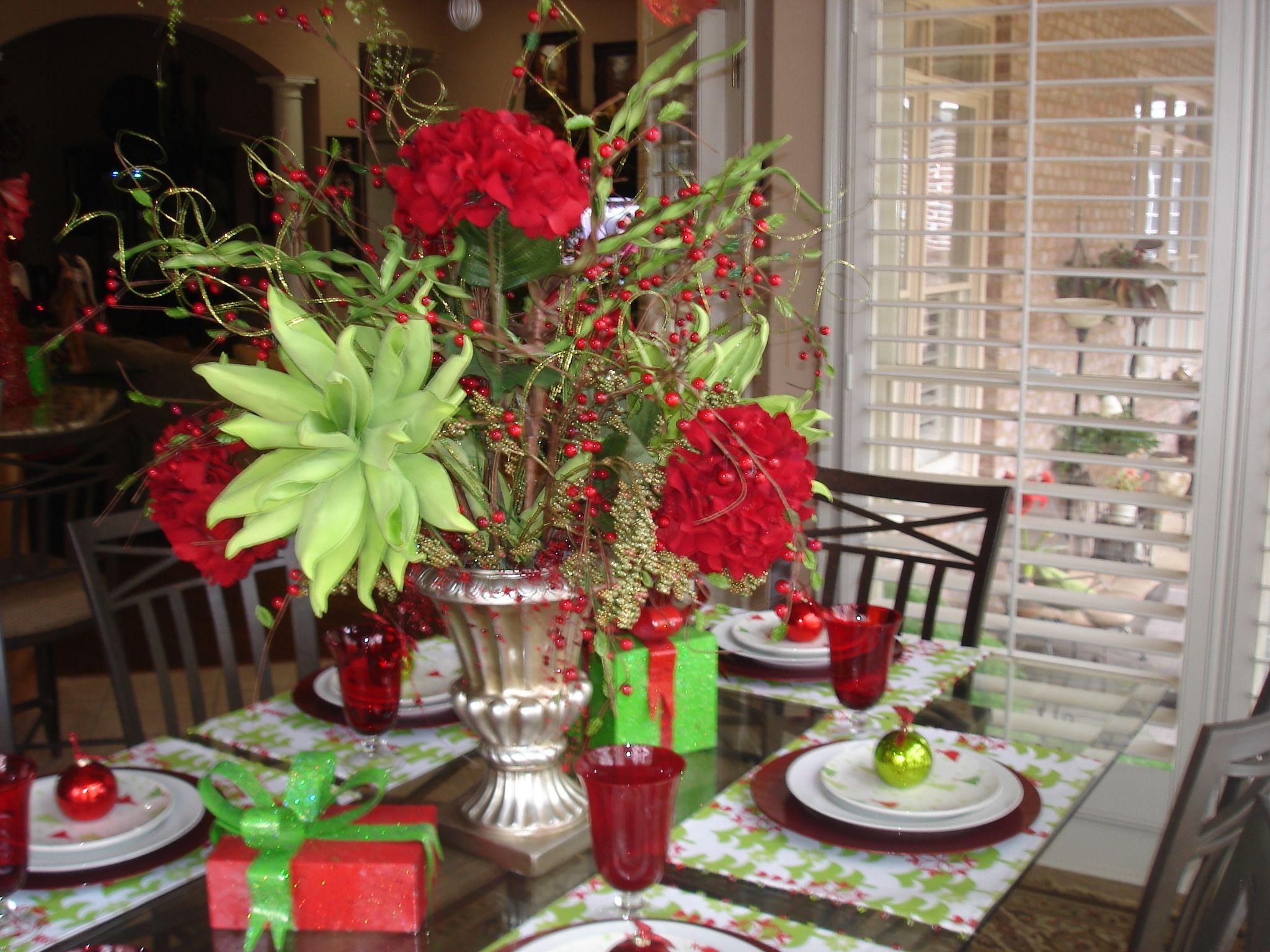Kitchen table flower arrangement home ideas pinterest for Kitchen table arrangement ideas