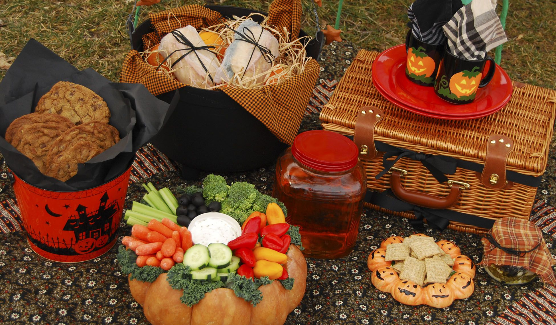 Romantic fall picnic ideas