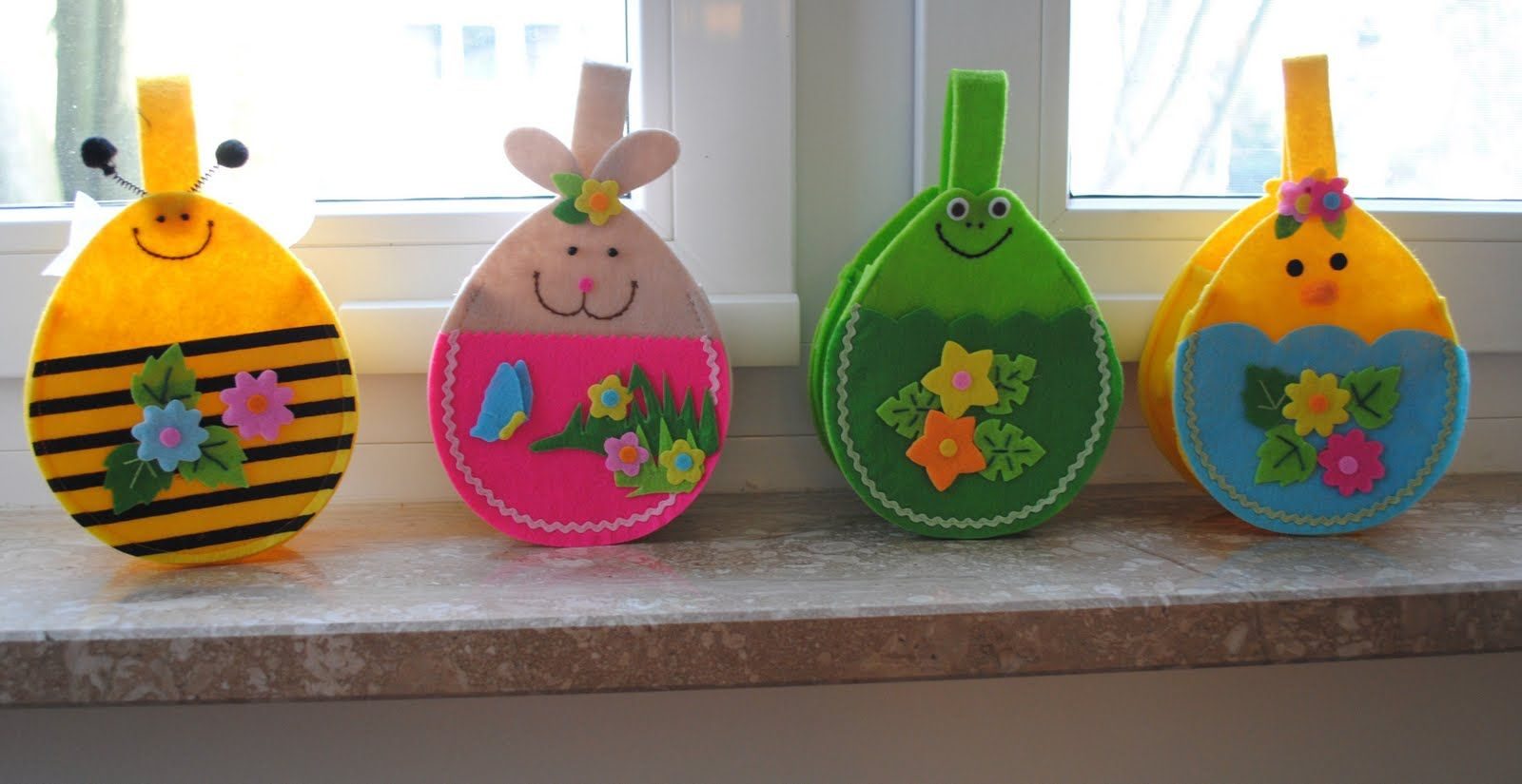 Felt easter decorations felt easter decoration pinterest for Easter decorations for the home pinterest
