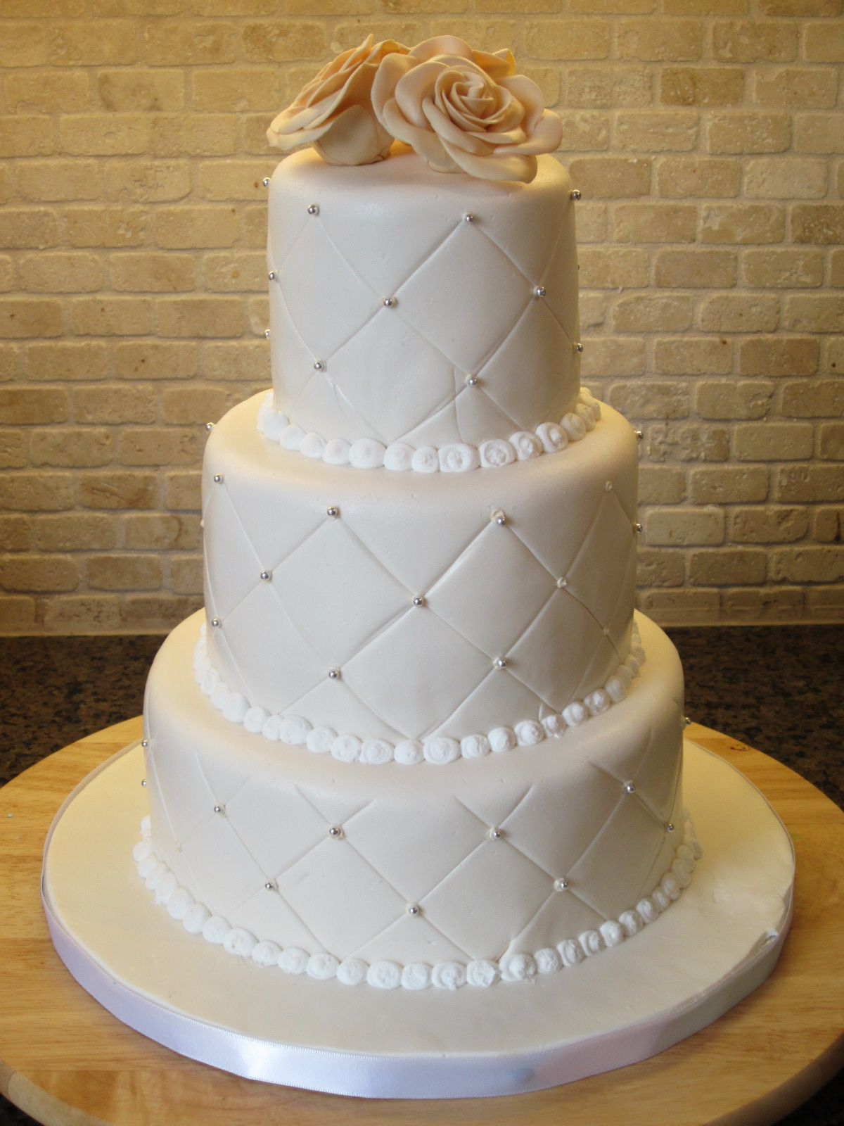 Quilt Pattern Wedding Cake : I like the pearls and the quilt pattern Cakes, Cakes, Cakes, & More?