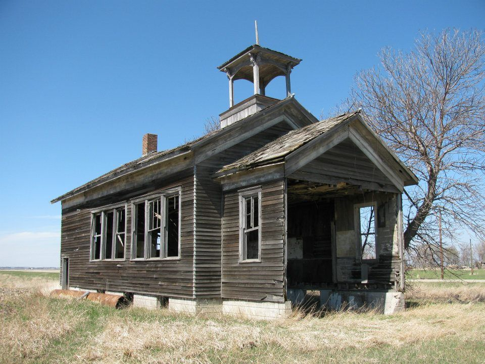 Old school house one room schoolhouse pinterest for Classic houses images