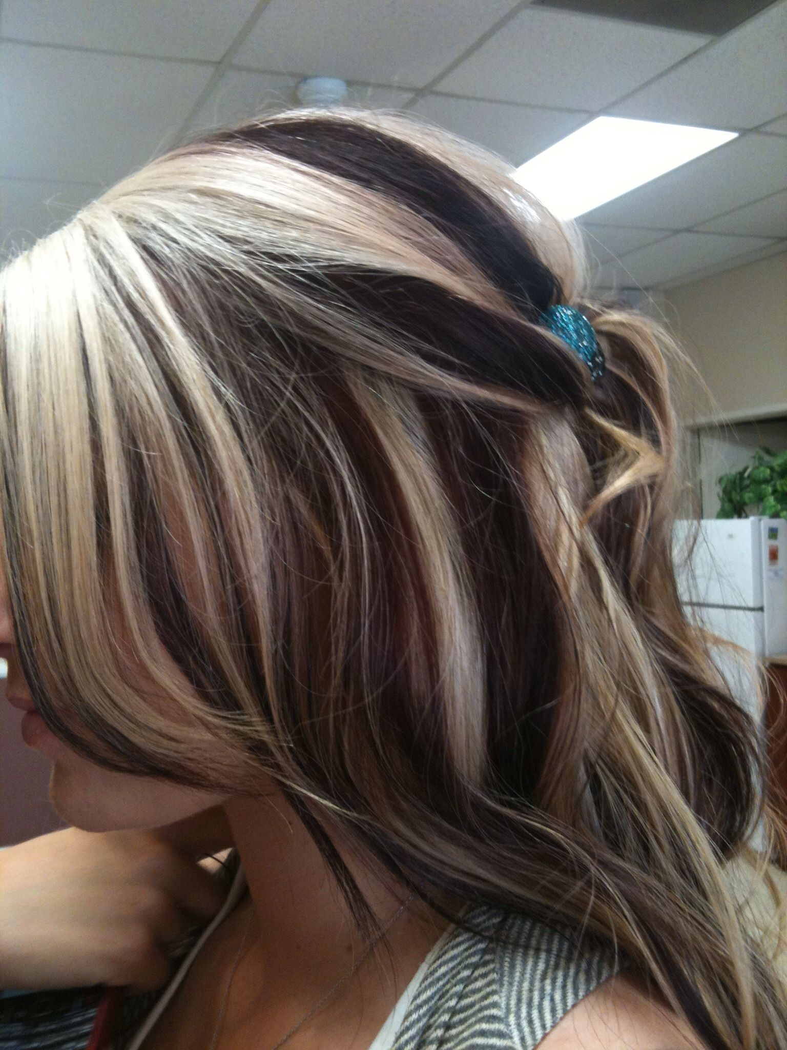 Pictures Of Dark Hair With Blonde Chunks
