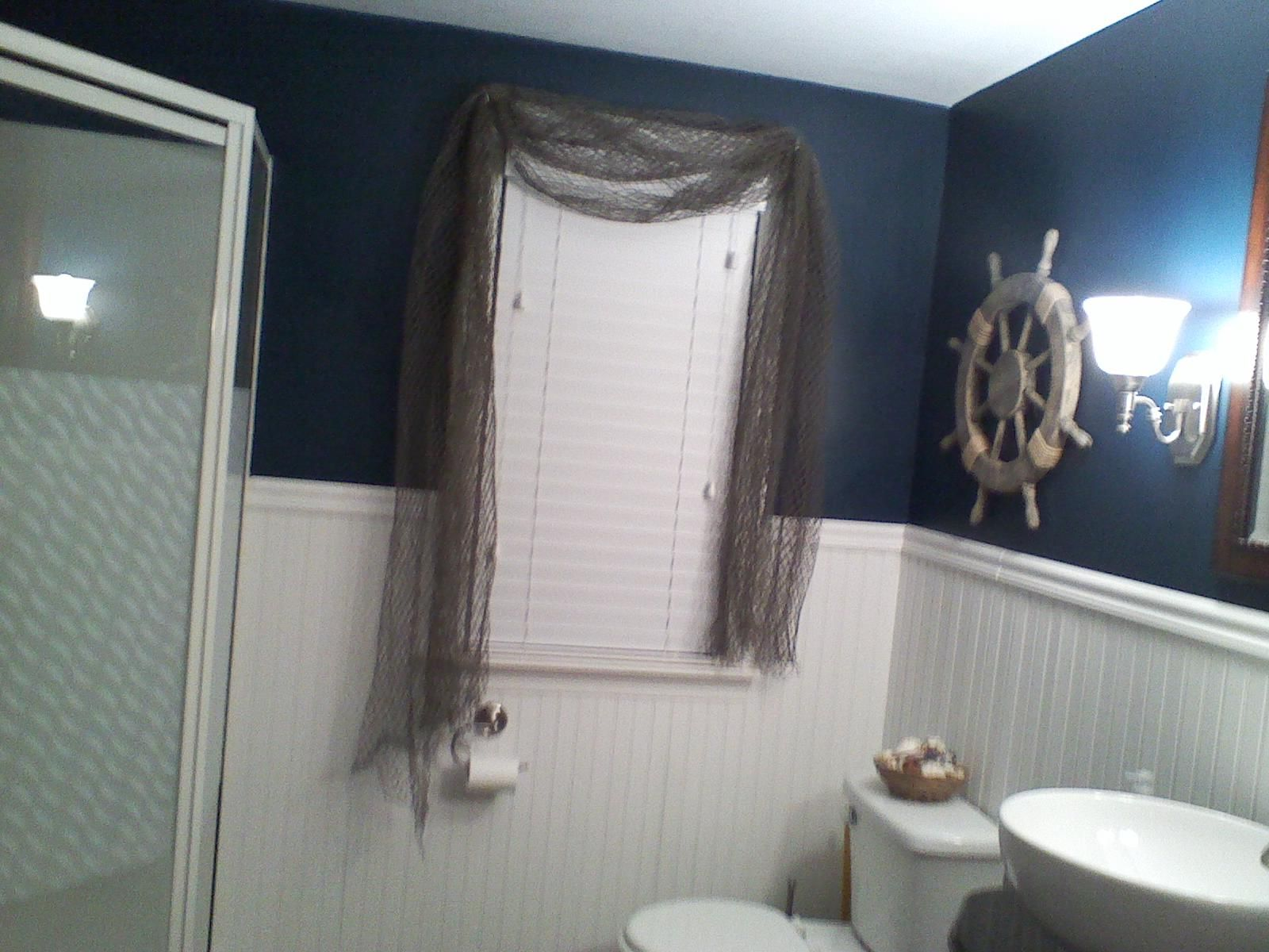 Nautical theme bathroom