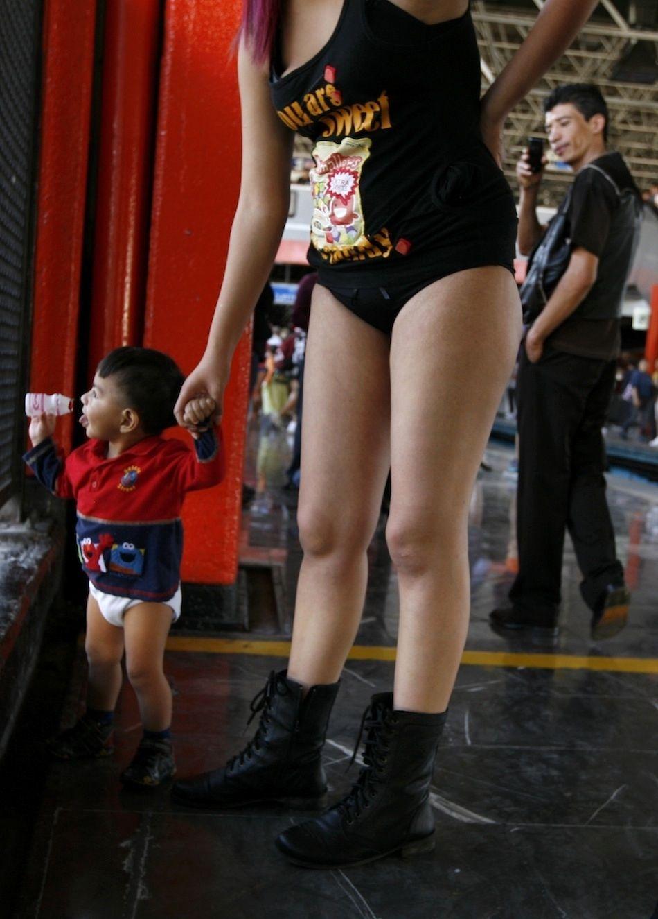 Дети без штанов фото