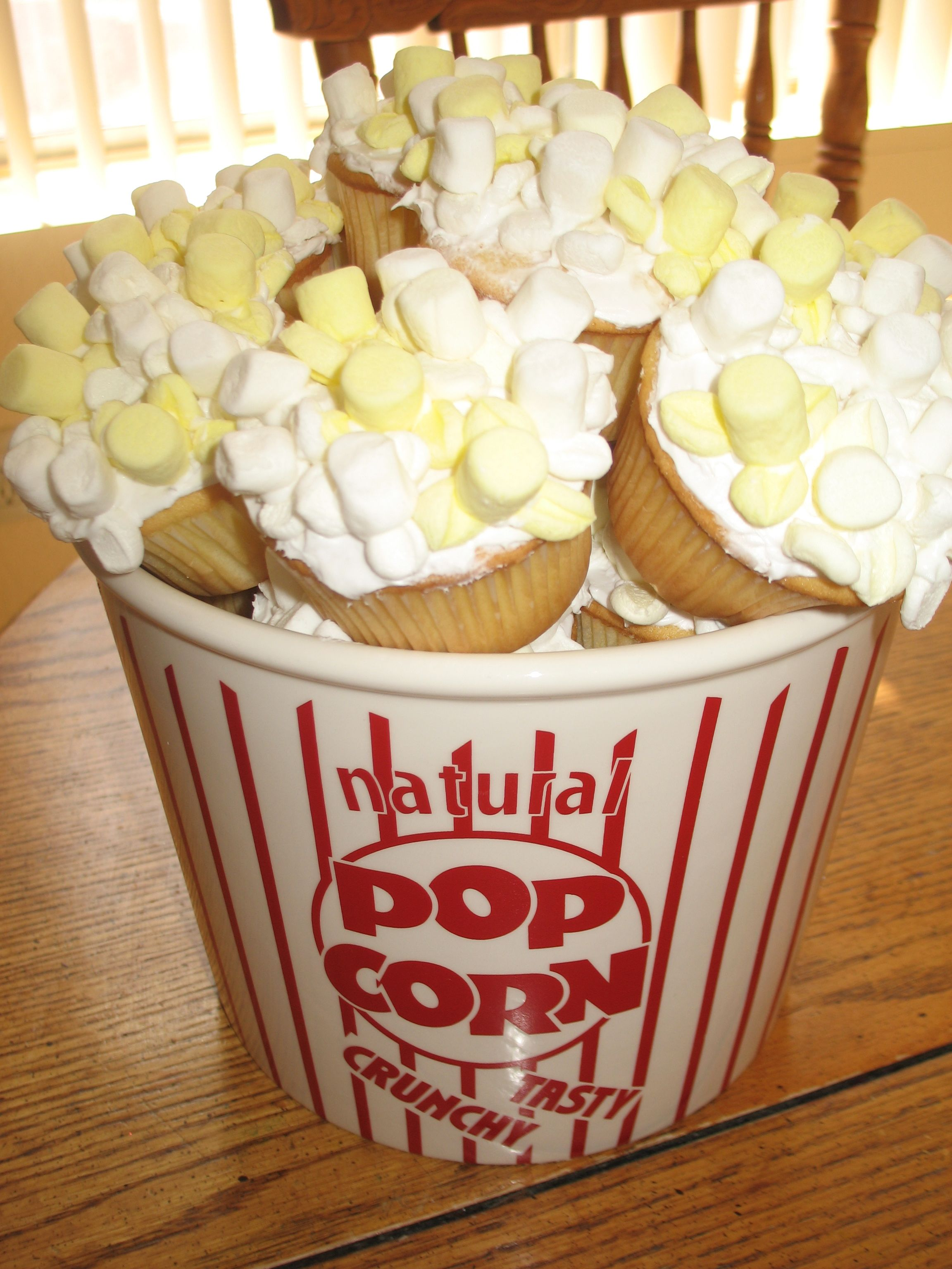 Popcorn Cupcakes/cute for a movie night at home with the kiddos ...