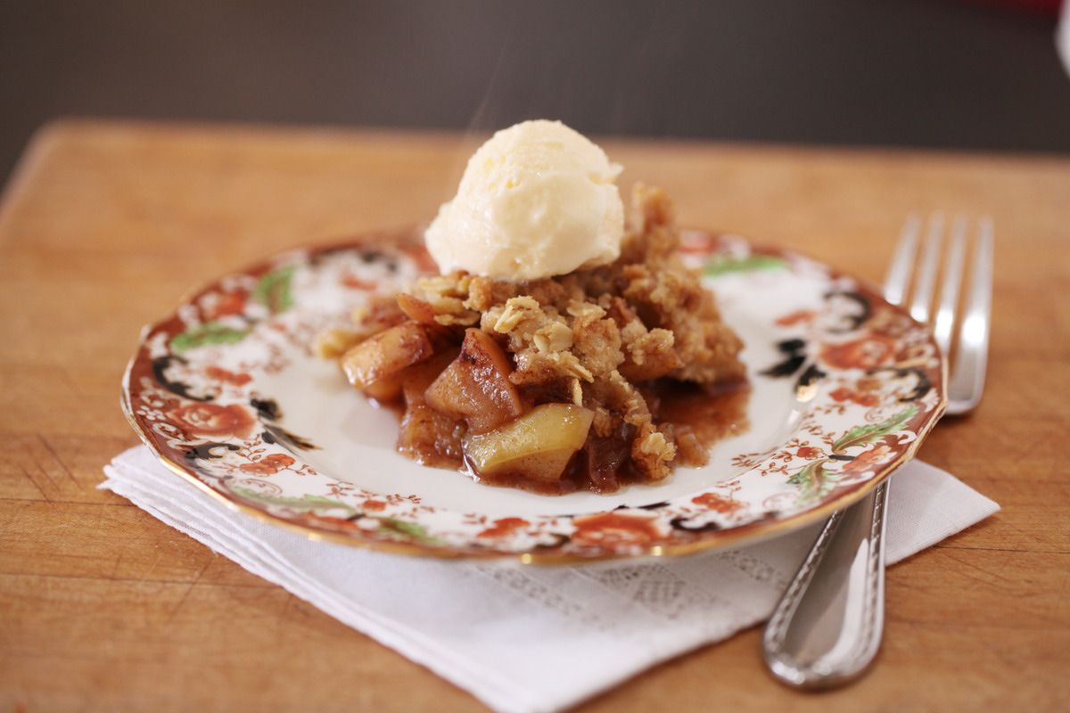 Apple Crisp With Vanilla Ice Cream | Sticky Fingers | Pinterest