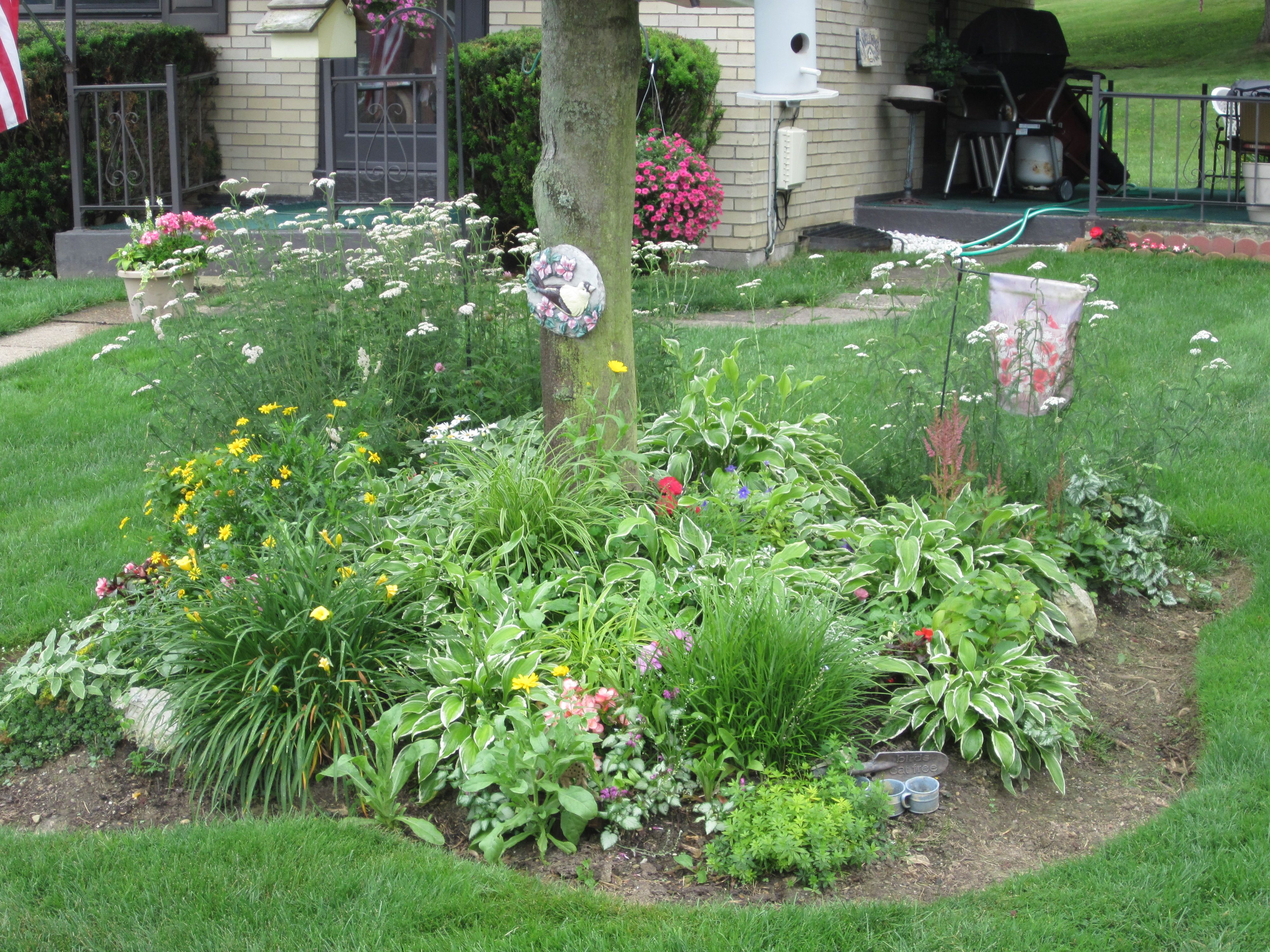 My front yard flower beds borders pinterest for Front yard flower beds