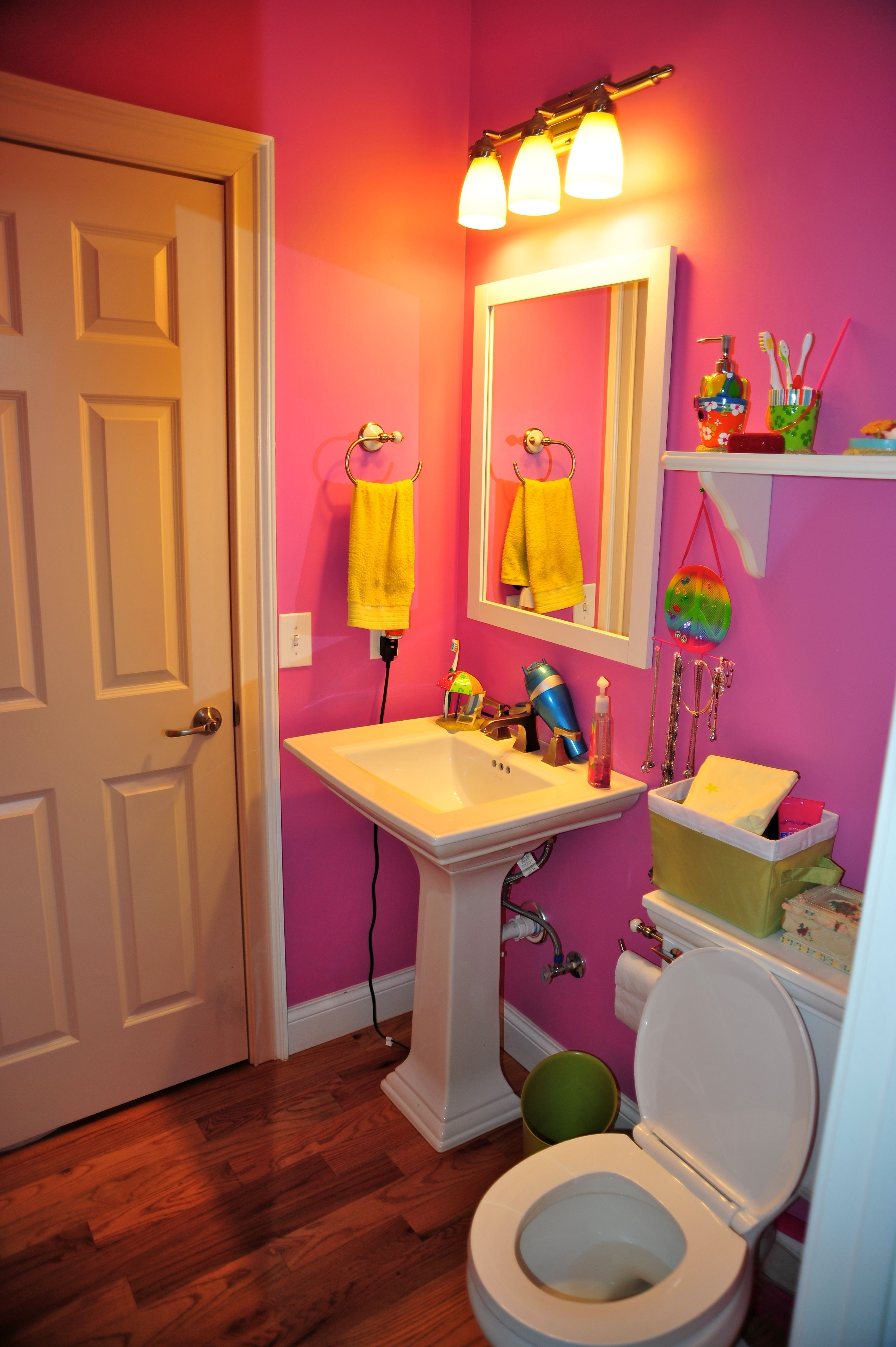 1000 Images About Pink Bathrooms On Pinterest Pink Bathrooms Hot Pink Bathrooms And Powder Rooms